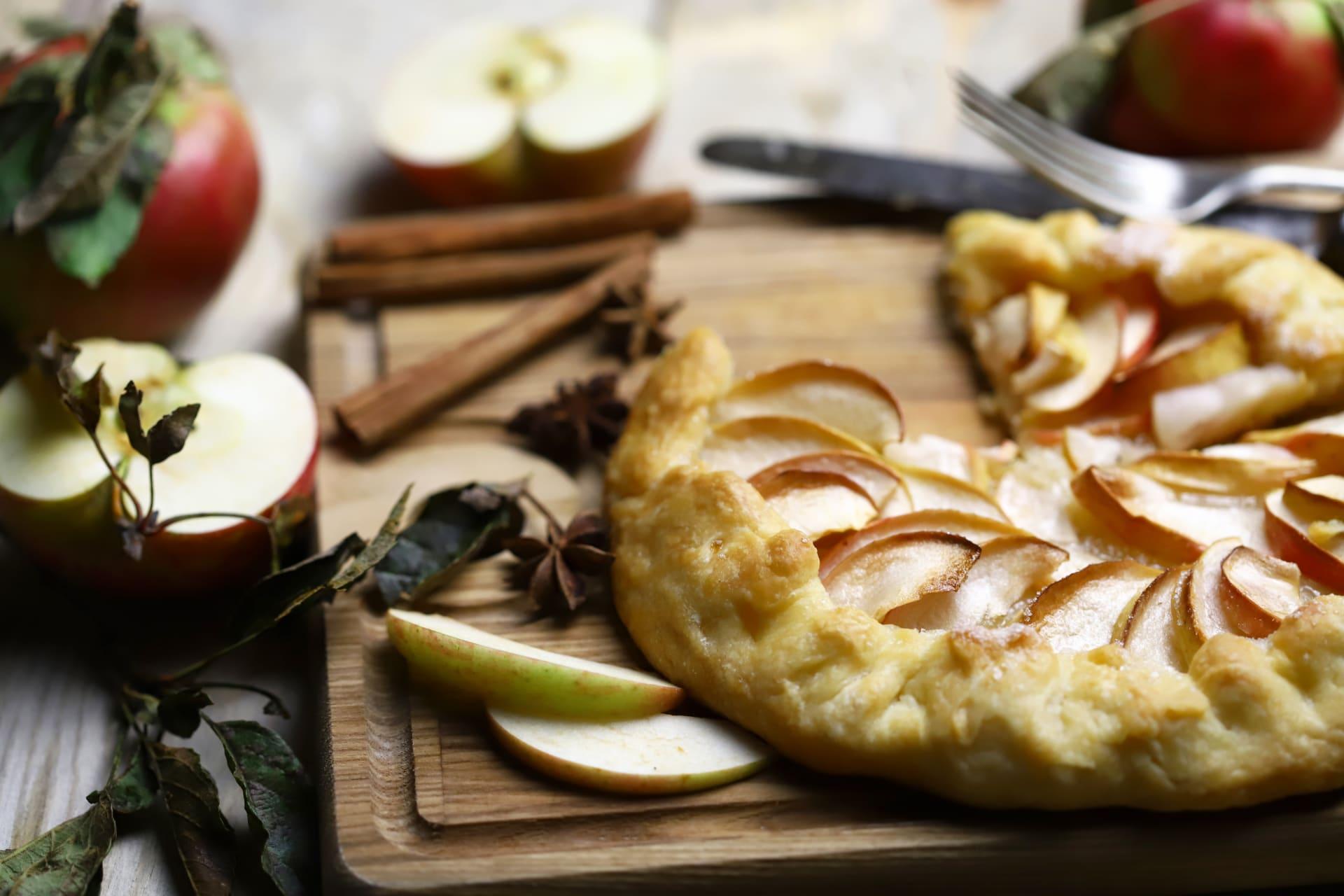 Oregon - Making Apple Cider While Baking an Apple, Pear and Cinnamon Crostata