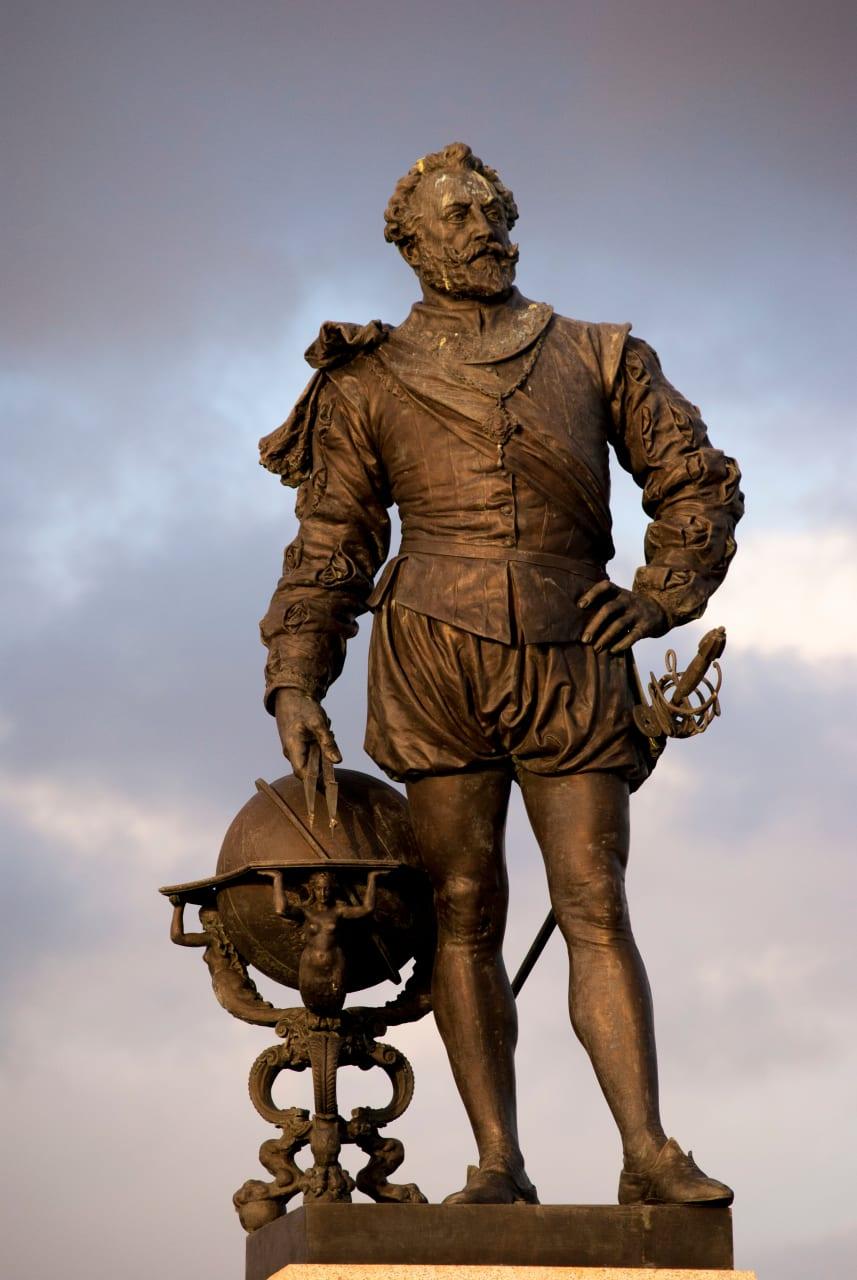 Devon - Plymouth: Sir Francis Drake, the Spanish Armada and...The Beatles! (Silent tour)