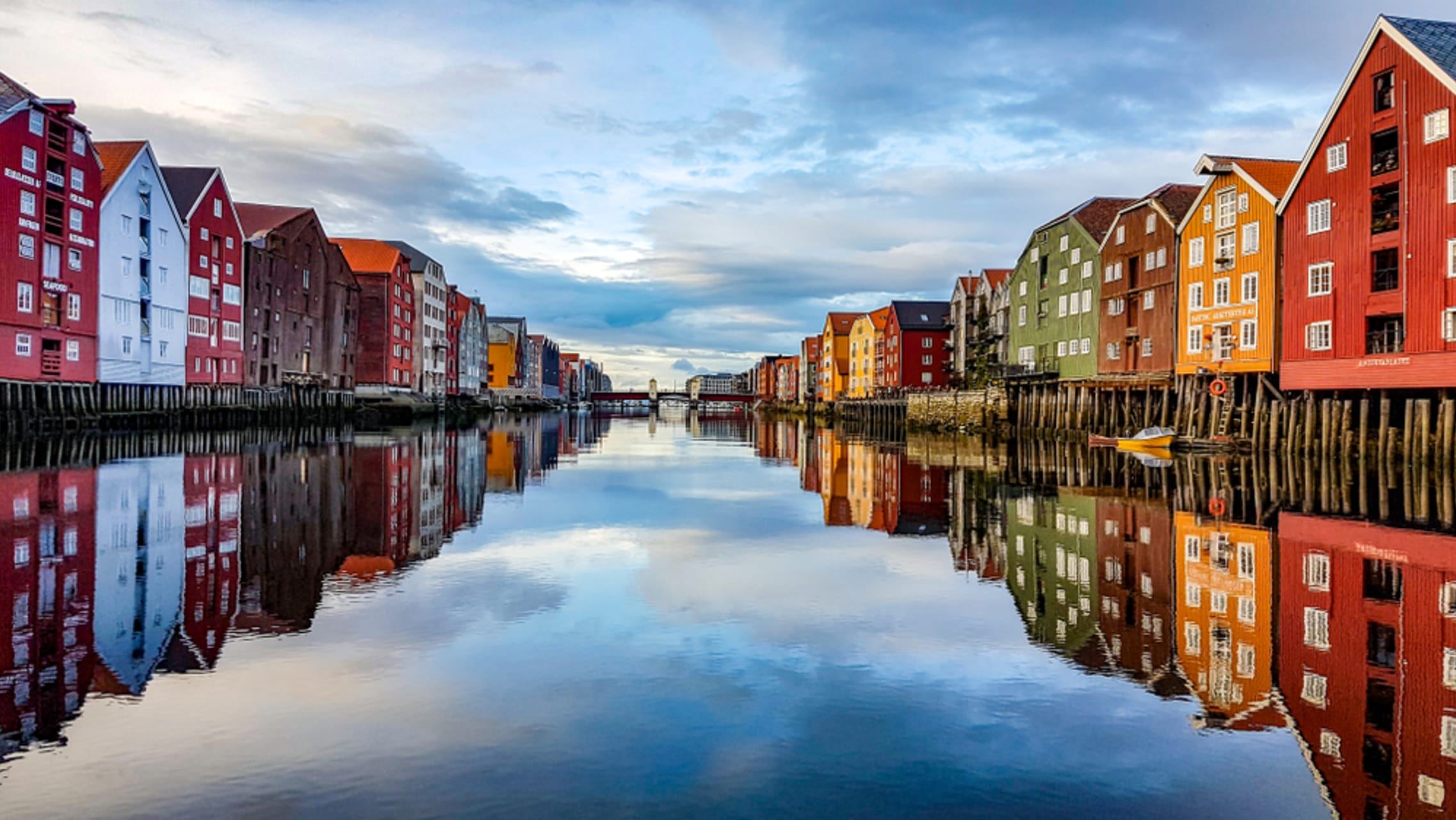 Trondheim - Trondheim: The Northernmost Cathedral in the World & the Historic Wooden District