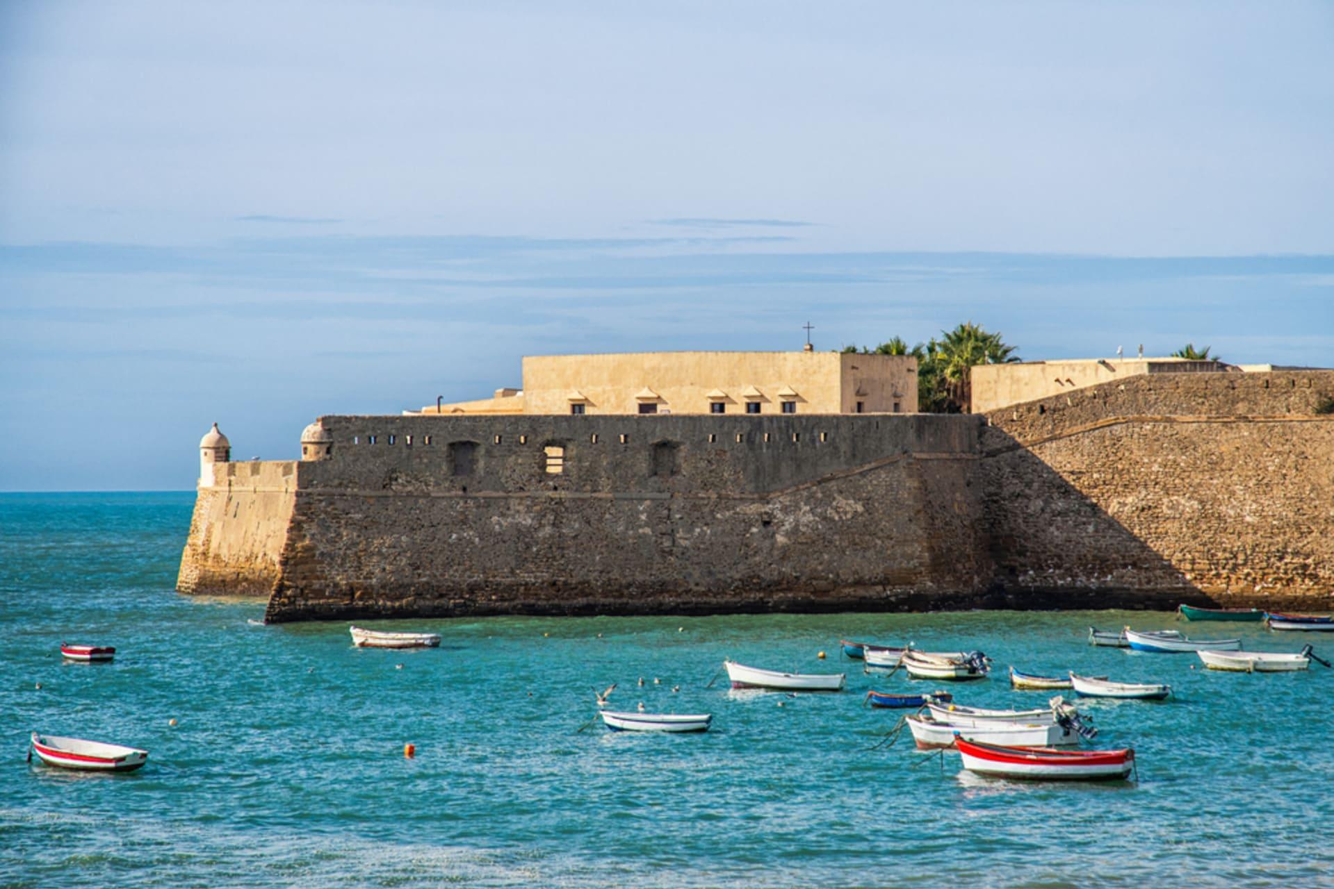 Cádiz - The fortresses of the History of Cádiz, legends and curiosities.