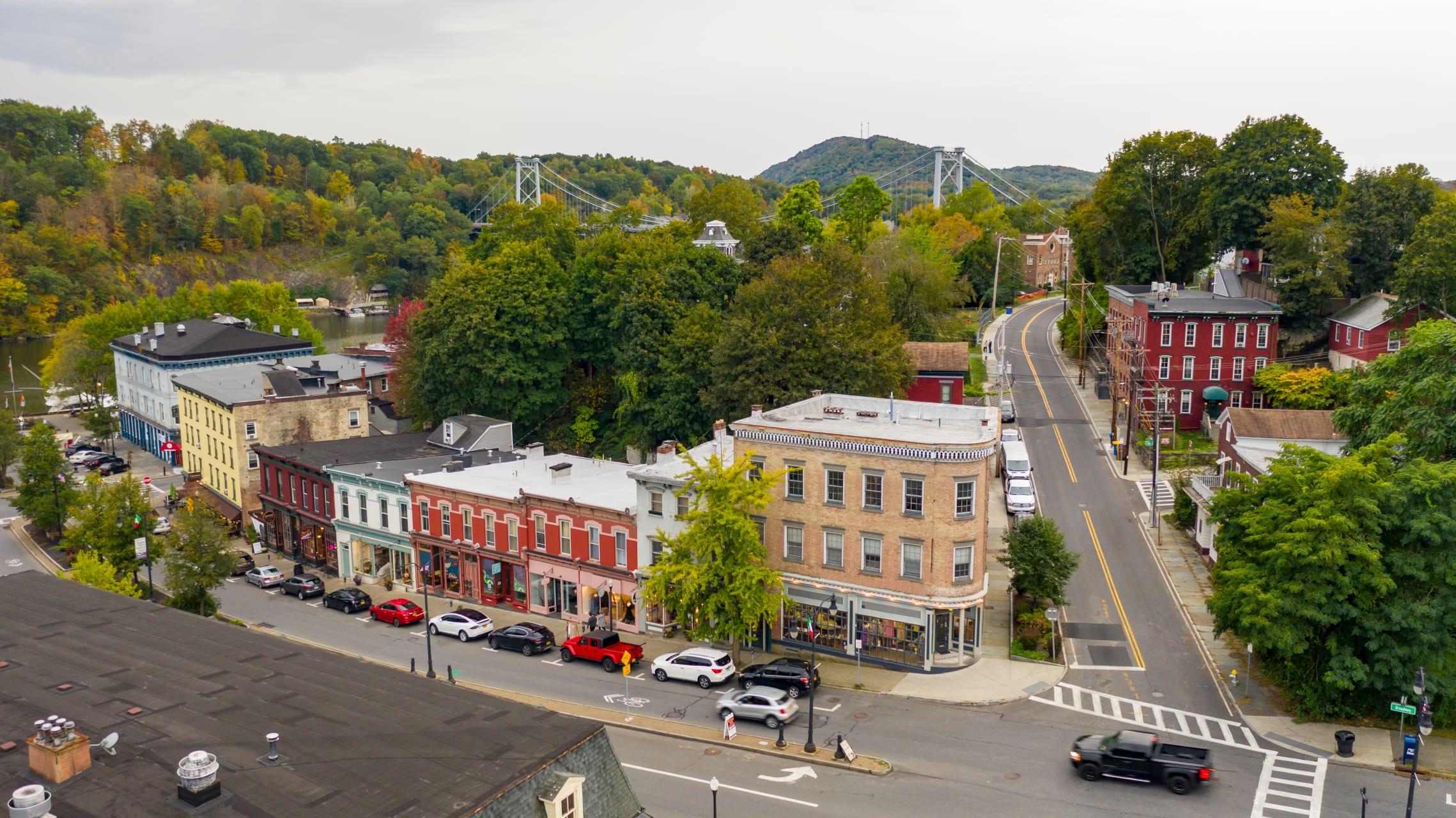 New York - Wandering With Waverly around Historic Kingston, New York