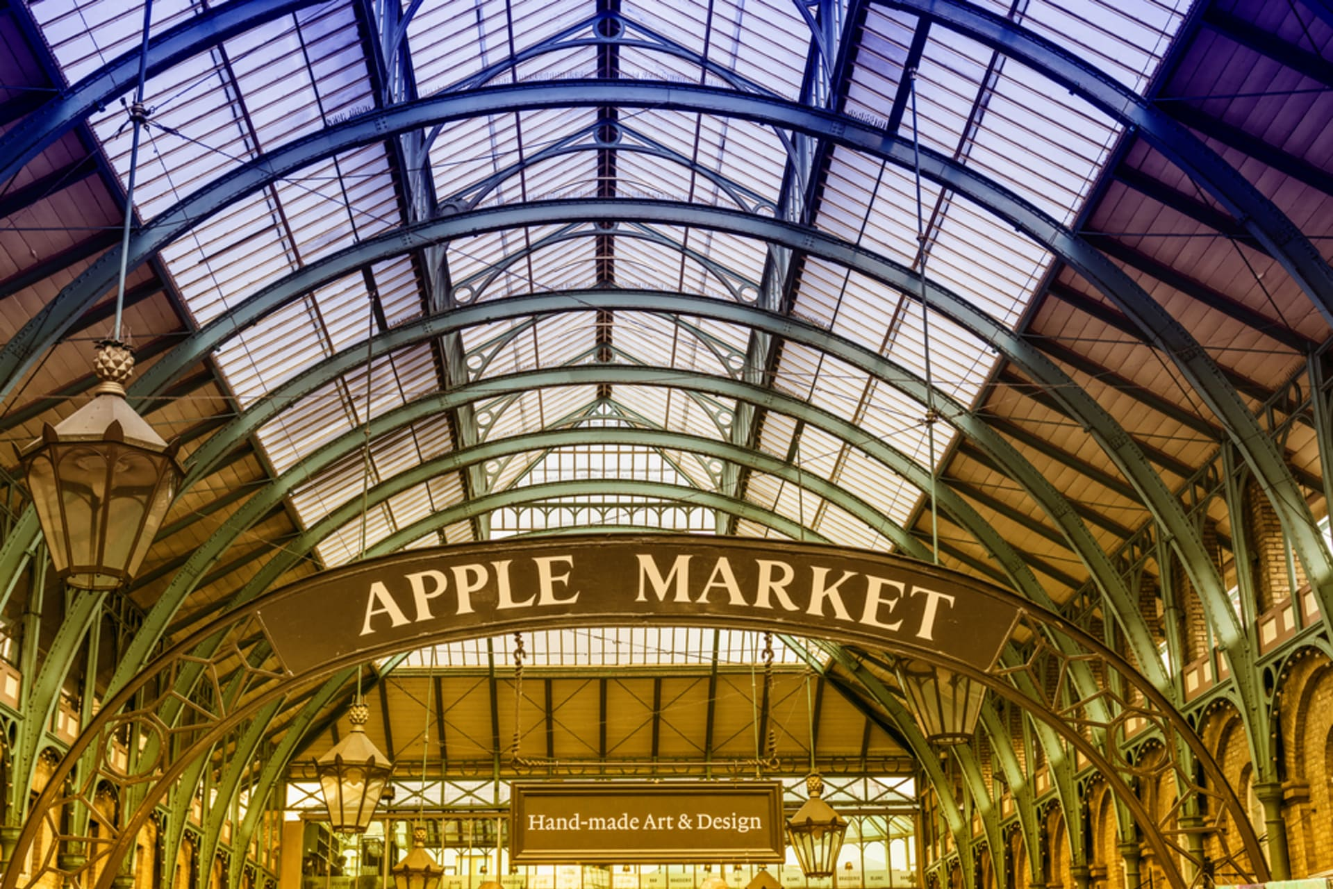 London - Covent Garden, London's quirkiest shopping and entertainment district.
