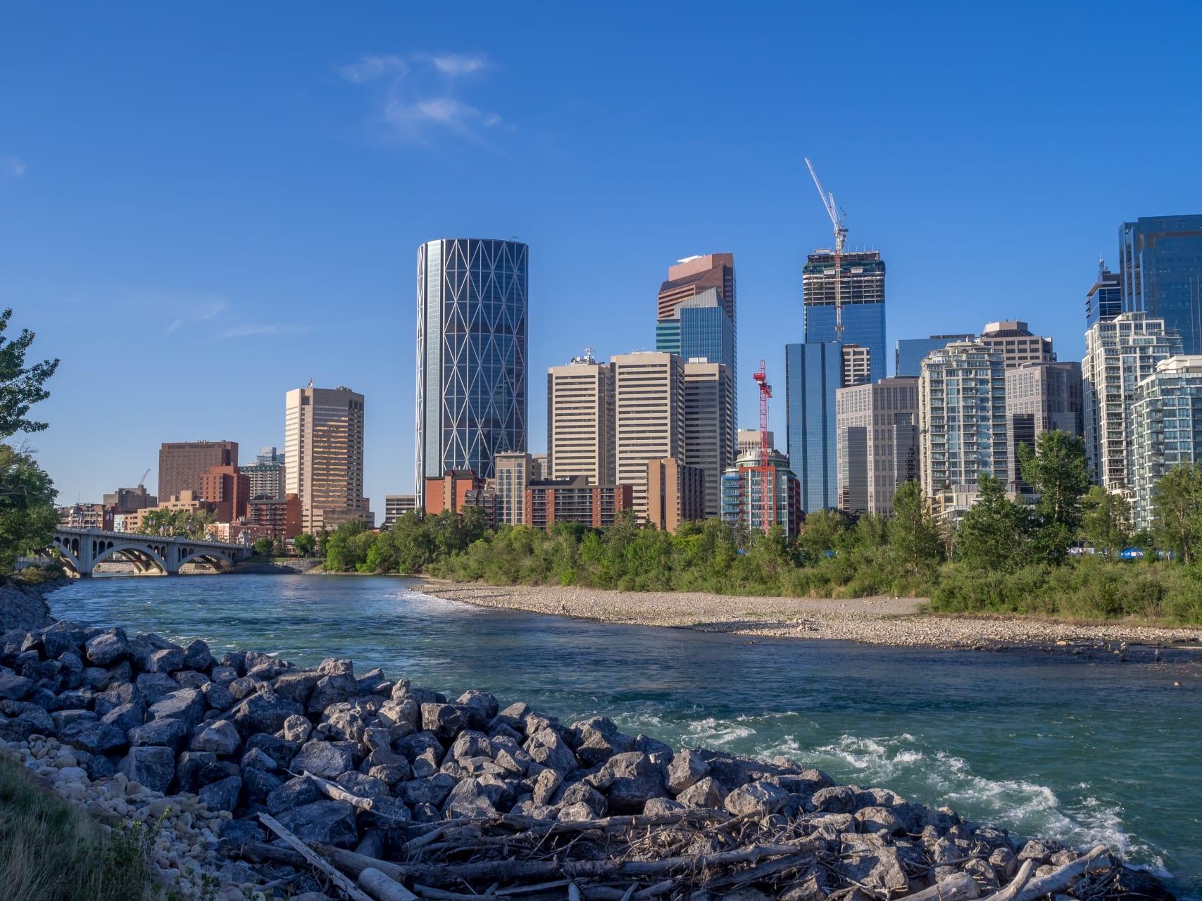 Calgary - Calgary: A walk along the Bow River