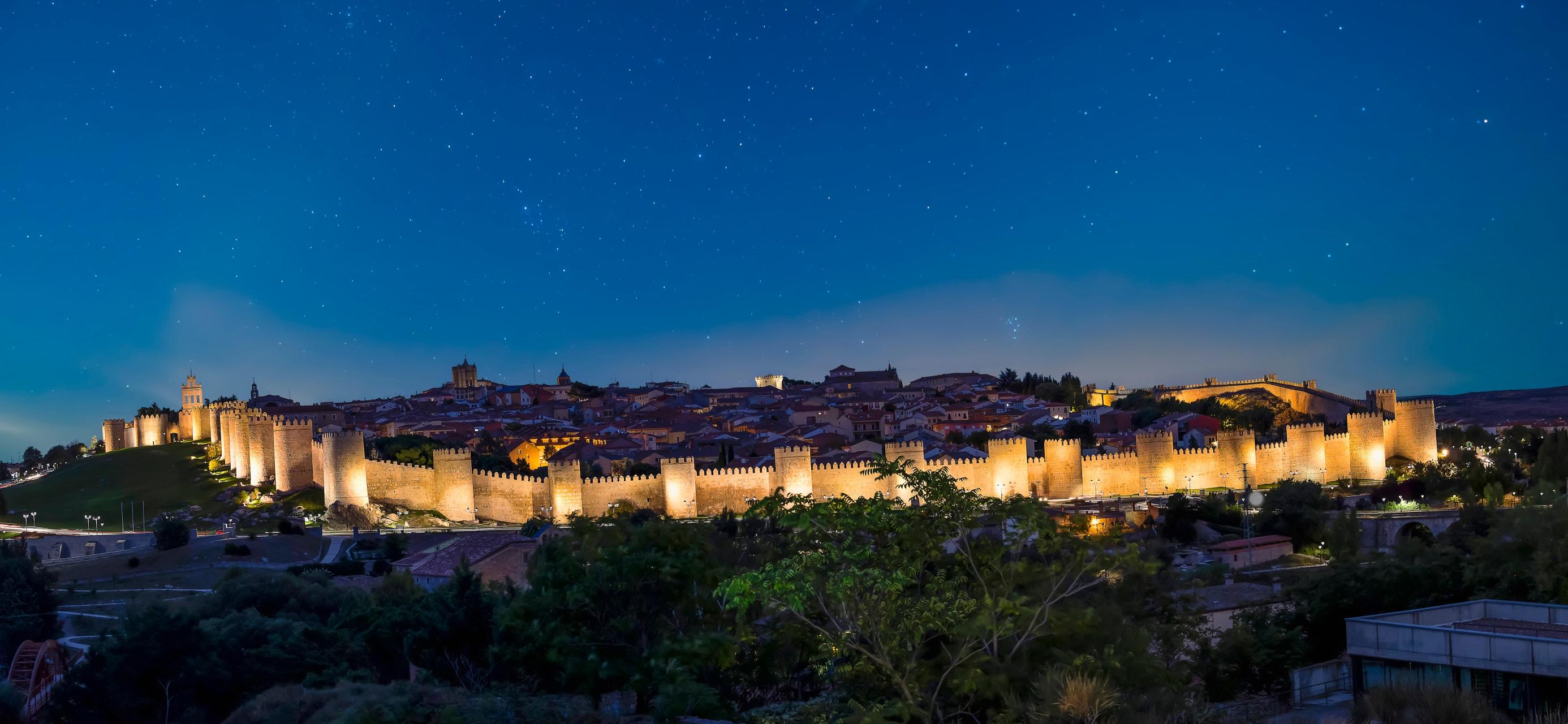 Ávila - Ávila and the Wall by Night