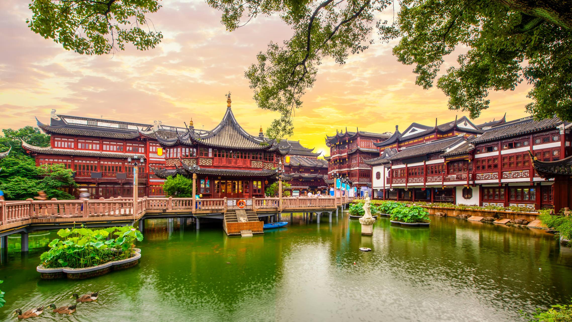 Shanghai - Yuyuan Garden: Shanghai 500 Year-old Luxurious Home