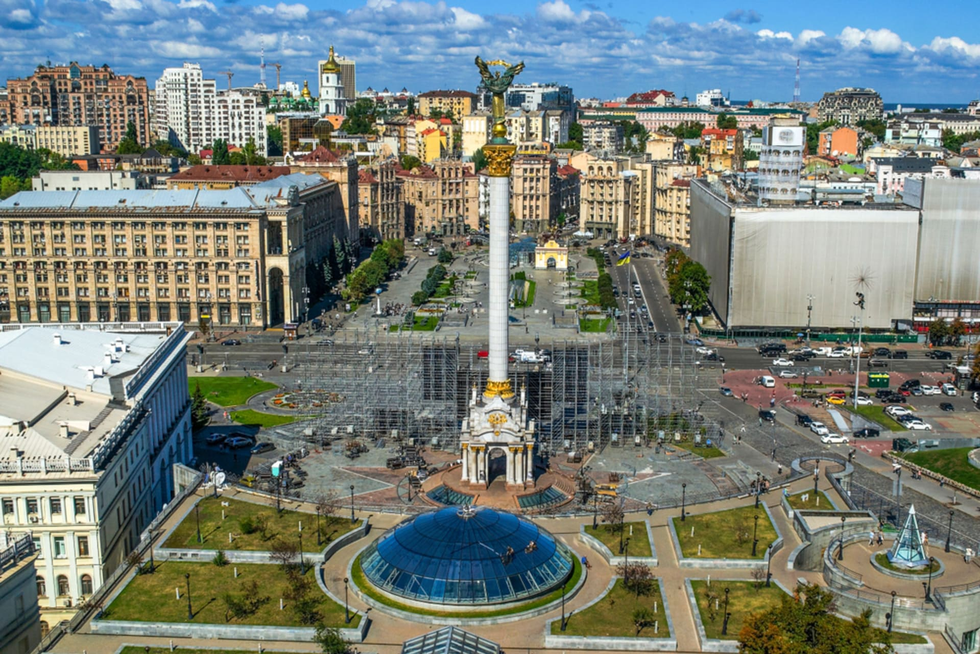 Kyiv - Feel the Heartbeat of Kyiv while exploring Stalinist Empire-style architecture in Khreshchatyk Street. A Quest.
