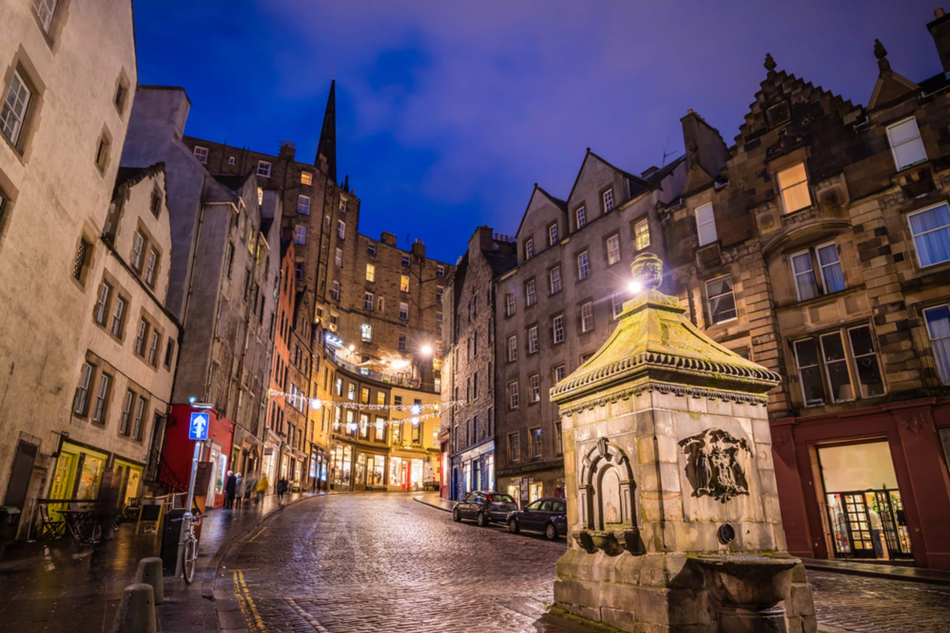 Edinburgh - Edinburgh's Old Town by night - a Postcard Tour
