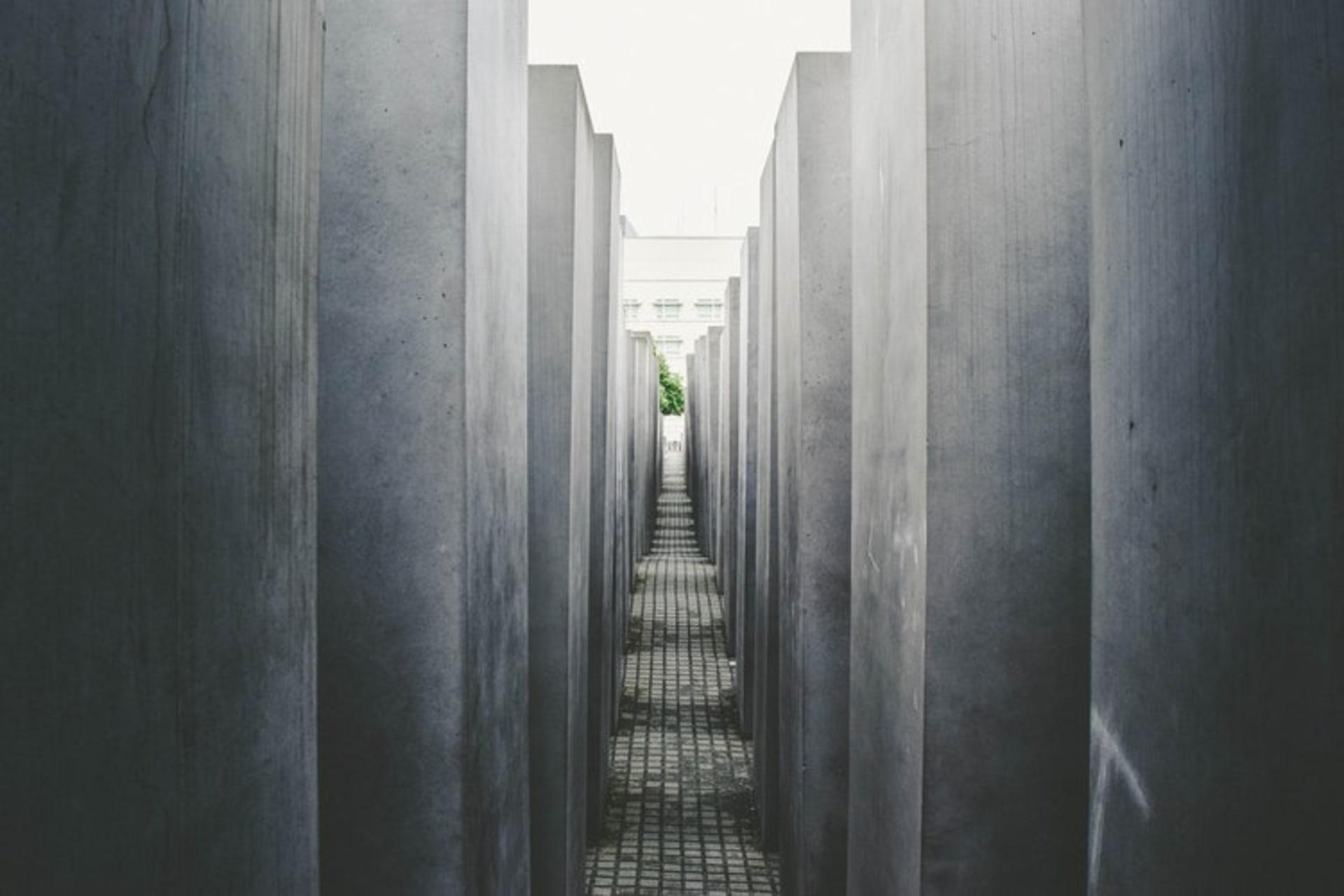 Berlin - The German Resistance Between 1933 - 1945: An Introduction