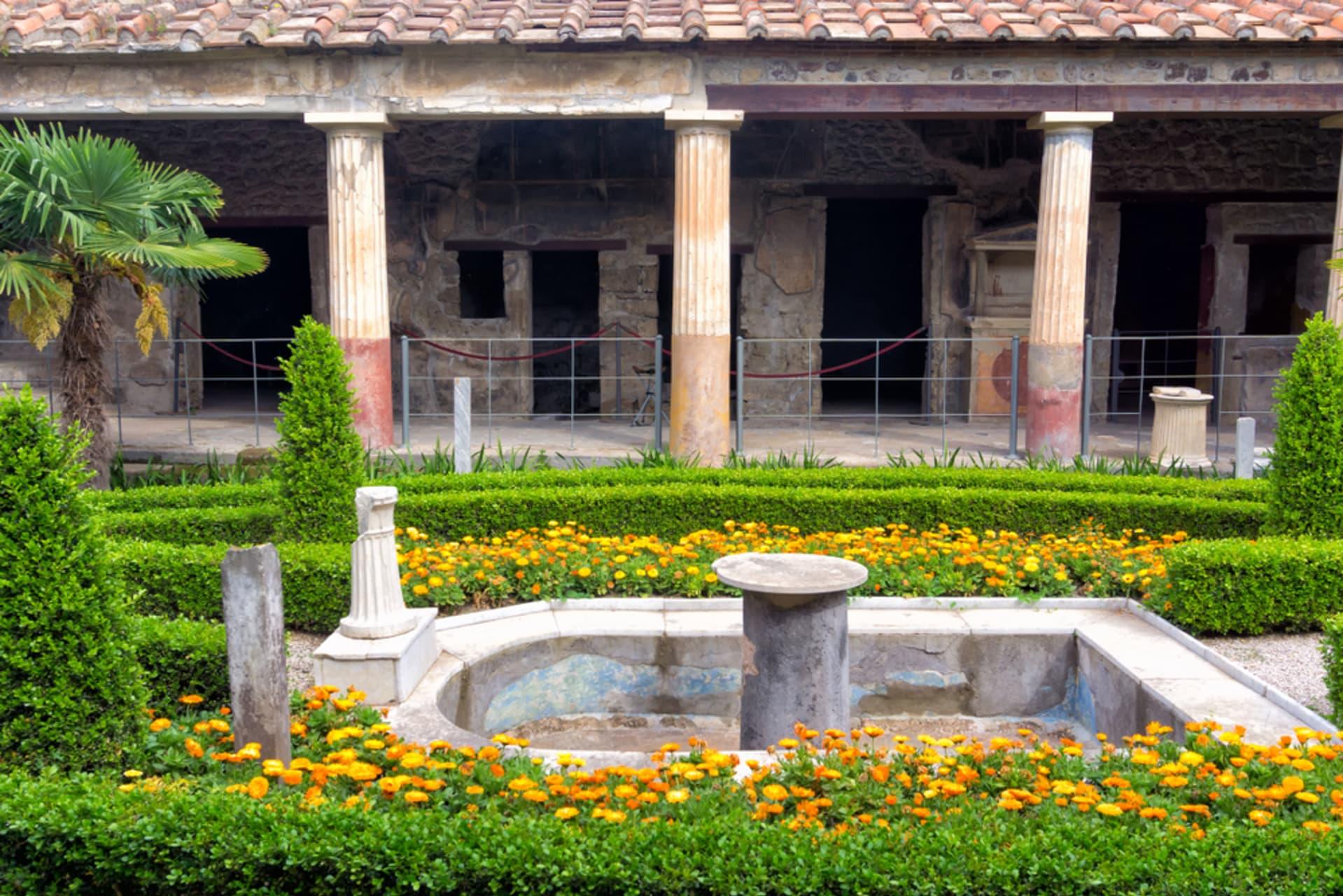Pompeii and  Herculaneum - Pompeii Part 2: the Gladiator Amphitheatre and Luxurious Mosaics