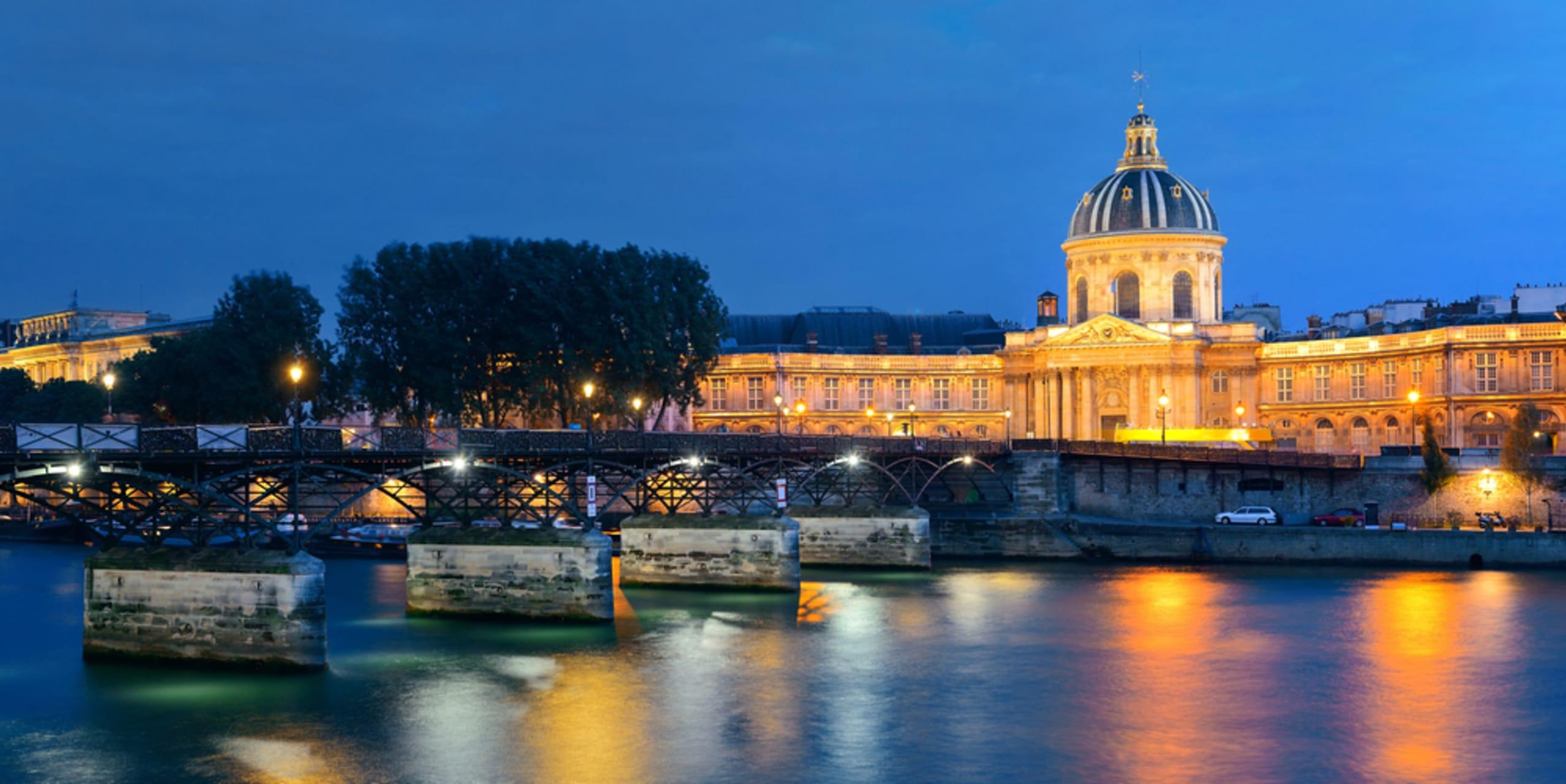 Paris - Romantic Paris by night, episode II : le pont des arts and the lovelocks....