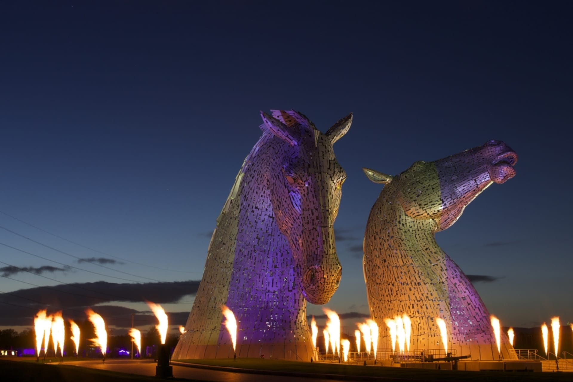 Central Scotland - Meet the Kelpies at night - the world's largest equine sculptures