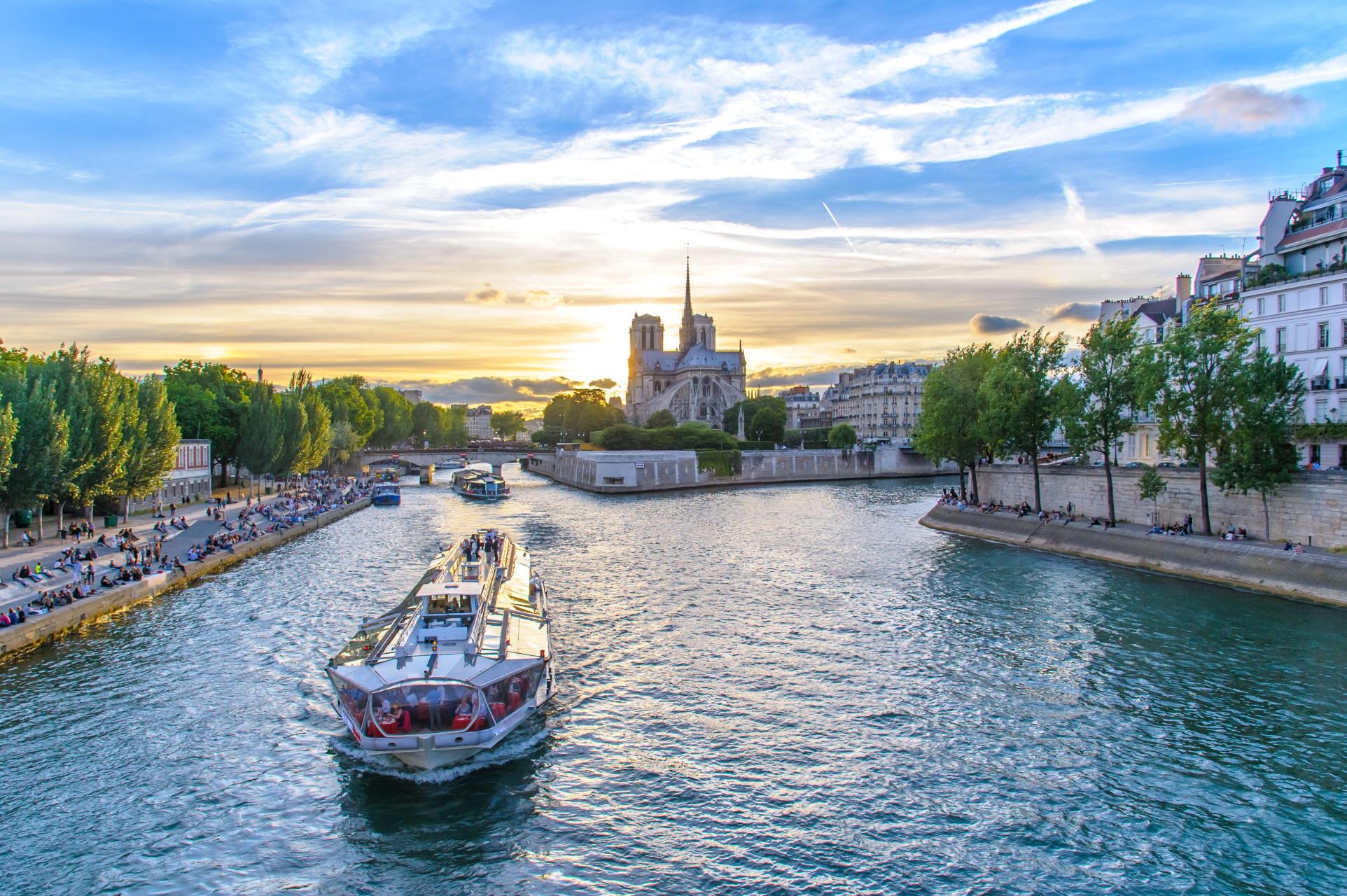 Paris - Cruise on the Seine river