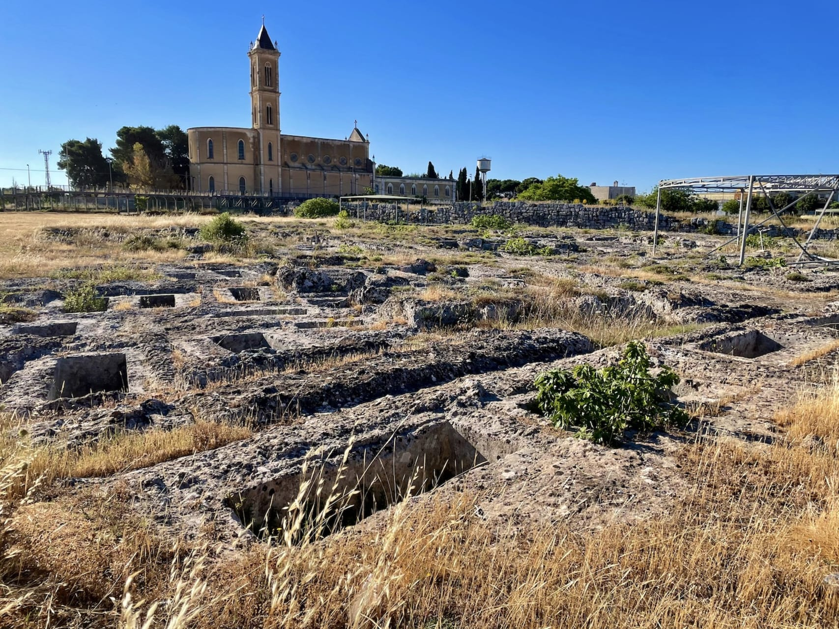 Puglia - The Archeological site of Manduria, its ancient past and its wines!