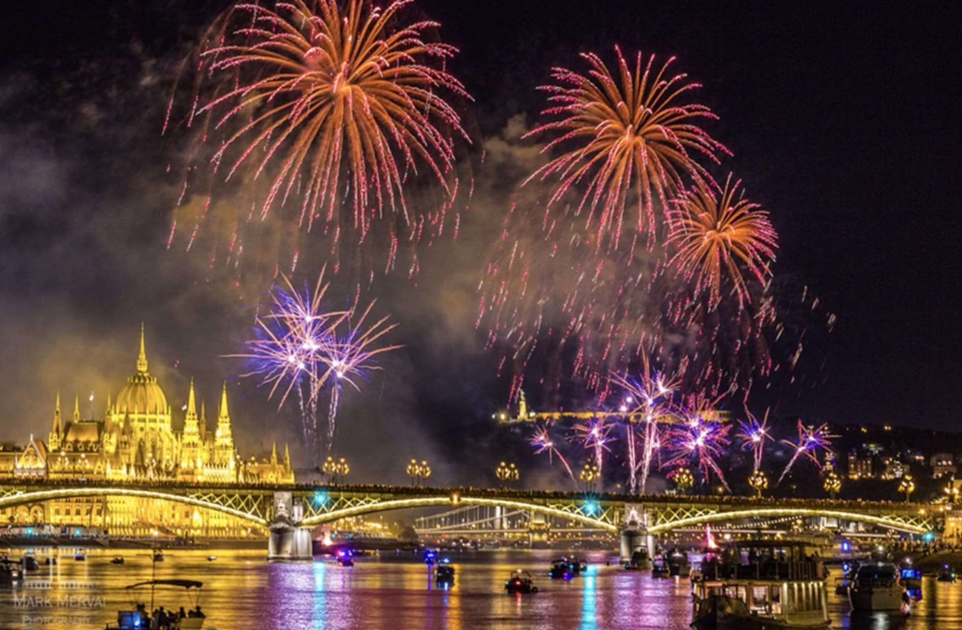Budapest - Budapest Fireworks and Boat Tour on August 20th, the Biggest National Day of Hungary