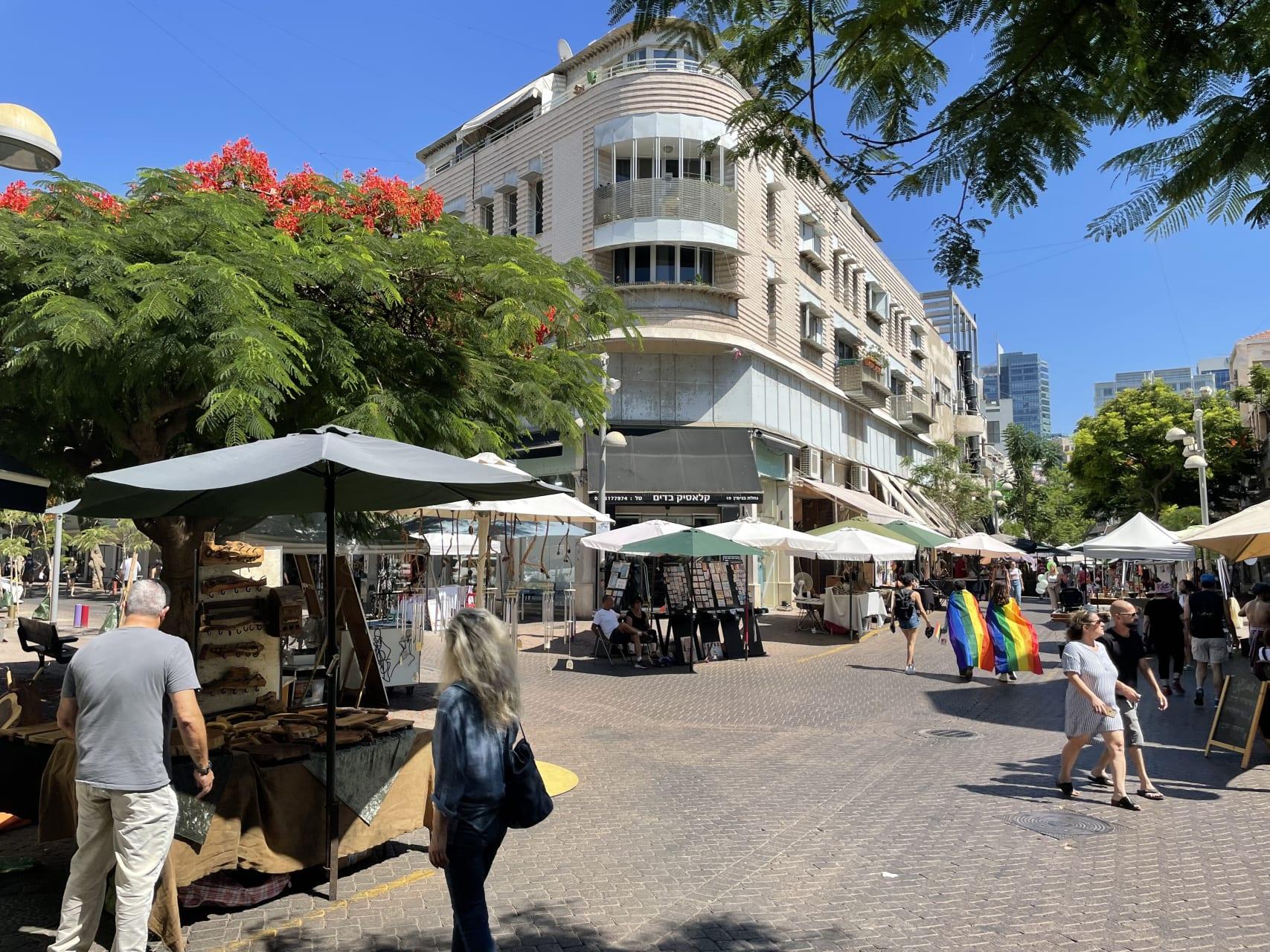 Tel Aviv - Street Art at Nahalat Binyamin Craft Market