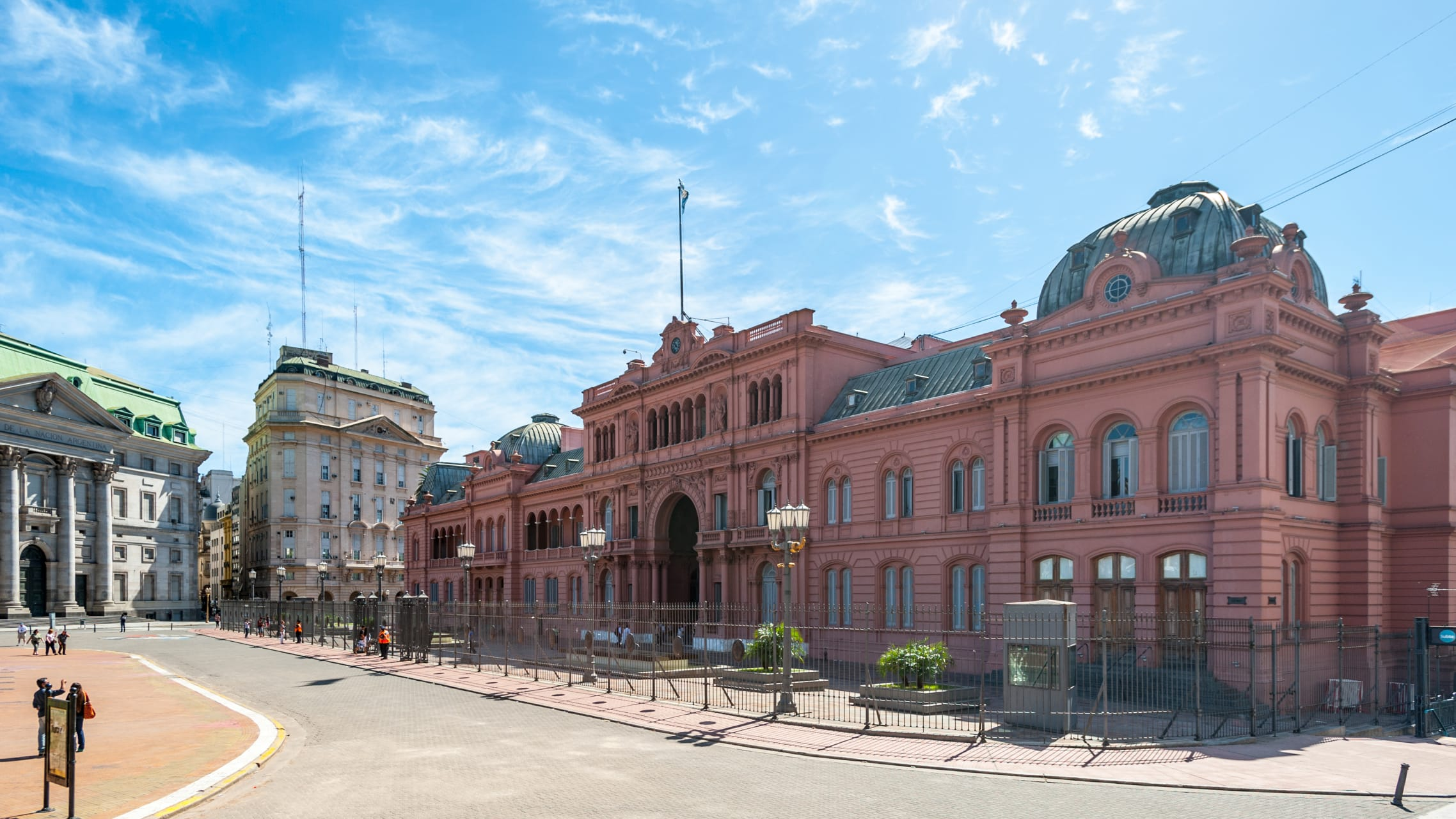Buenos Aires - Buenos Aires: Plaza de Mayo: Visiting Pope Francis Cathedral and Evita's Balcony
