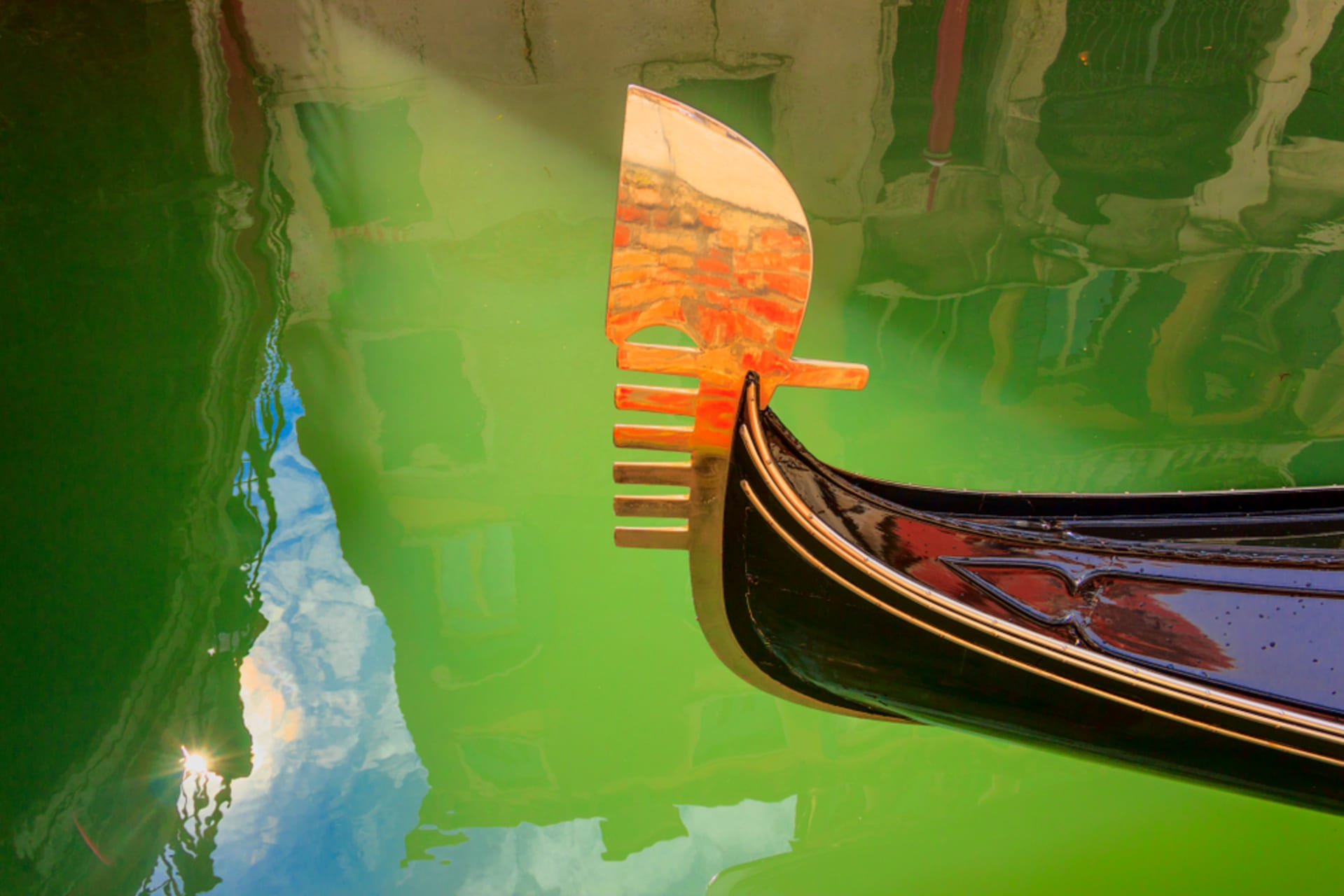 Venice - Gondola ride, Banksy and inner canals, no touristic sites