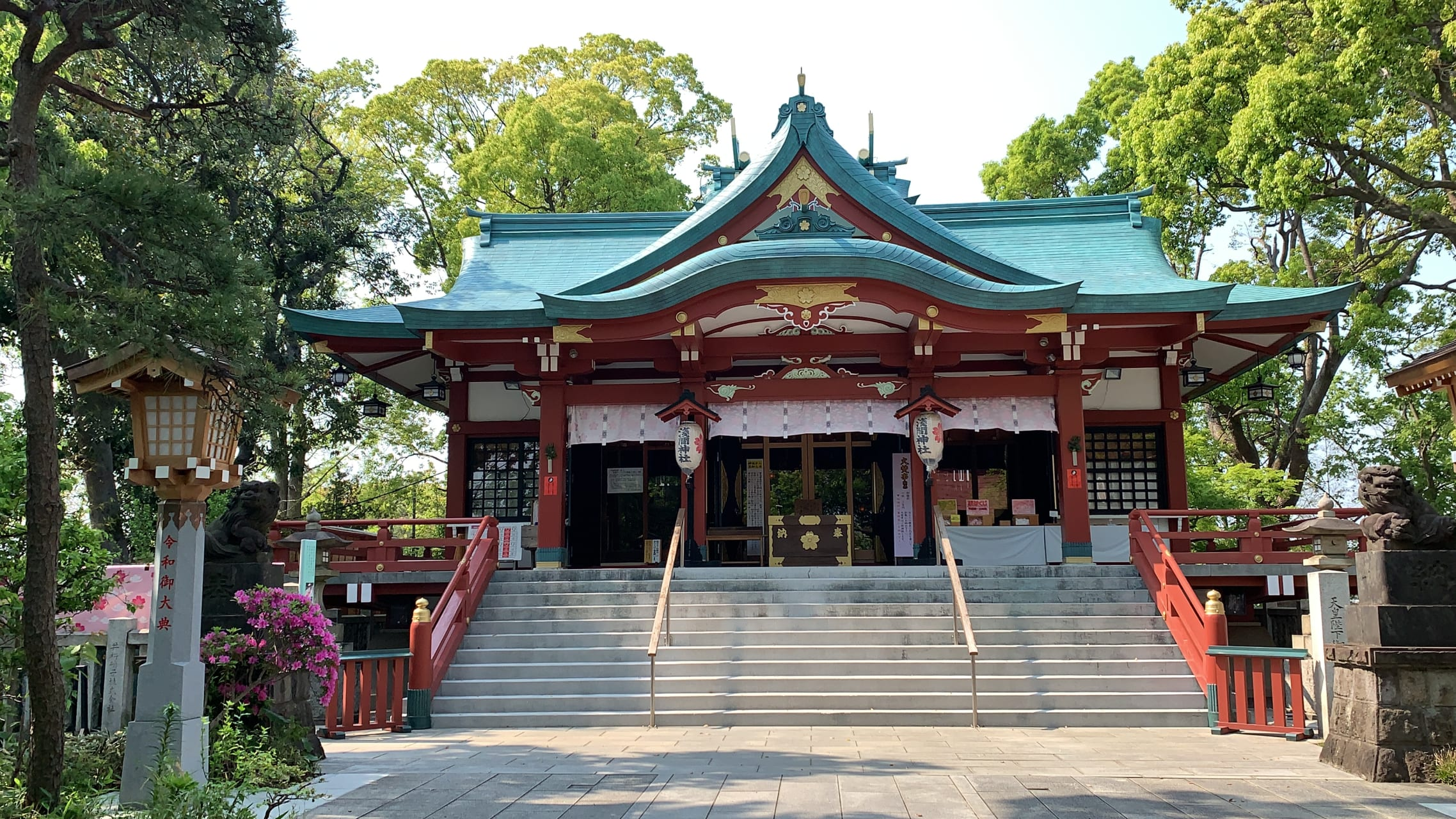 Tokyo - Worship at Tamagawa Sengen Shrine