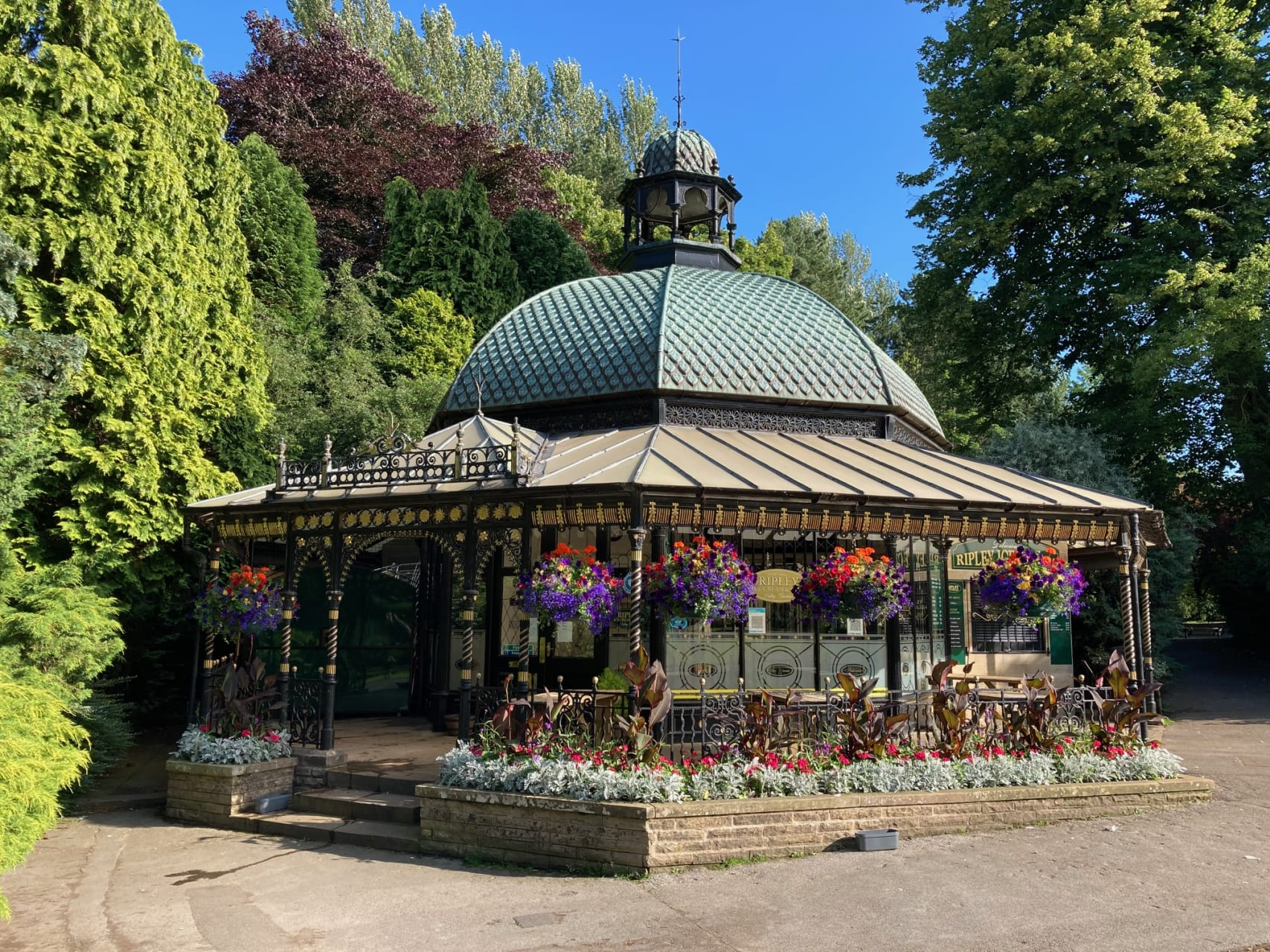 Yorkshire - A walk with Agatha Christie in the beautiful spa town of Harrogate