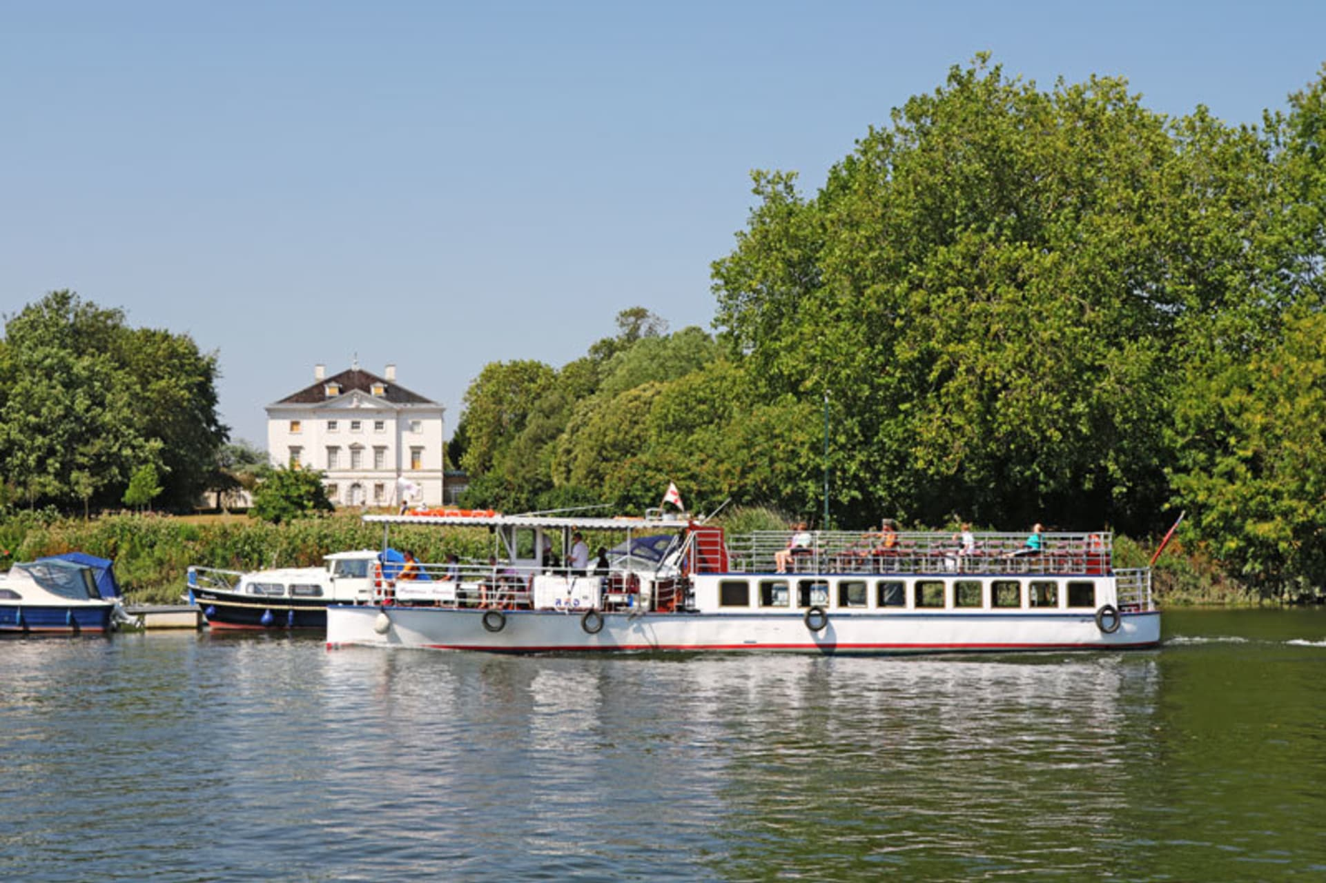 London - Richmond upon Thames - A River Boat Cruise Back in Time