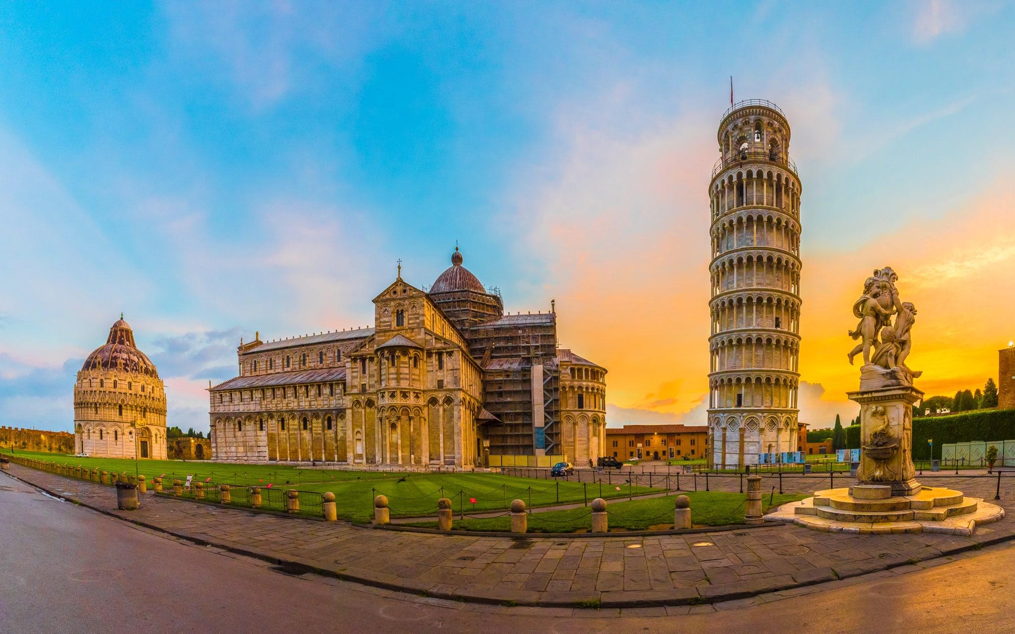 Pisa - Pise et son Célèbre Clocher Penché (TOUR IN FRENCH)