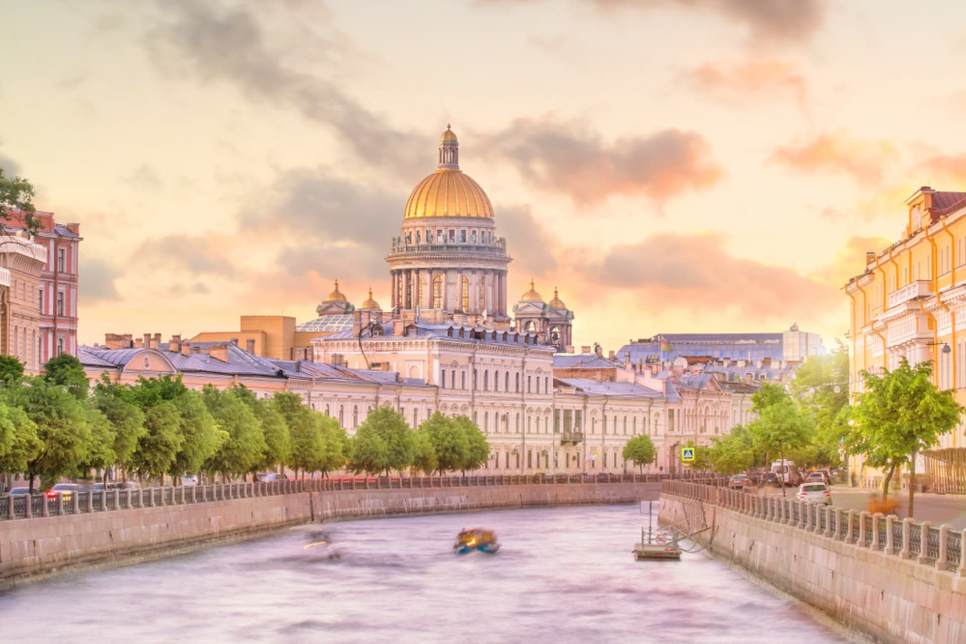 Saint Petersburg - Women and Other Gems of Saint Petersburg - Offbeat Spots of the Moyka River