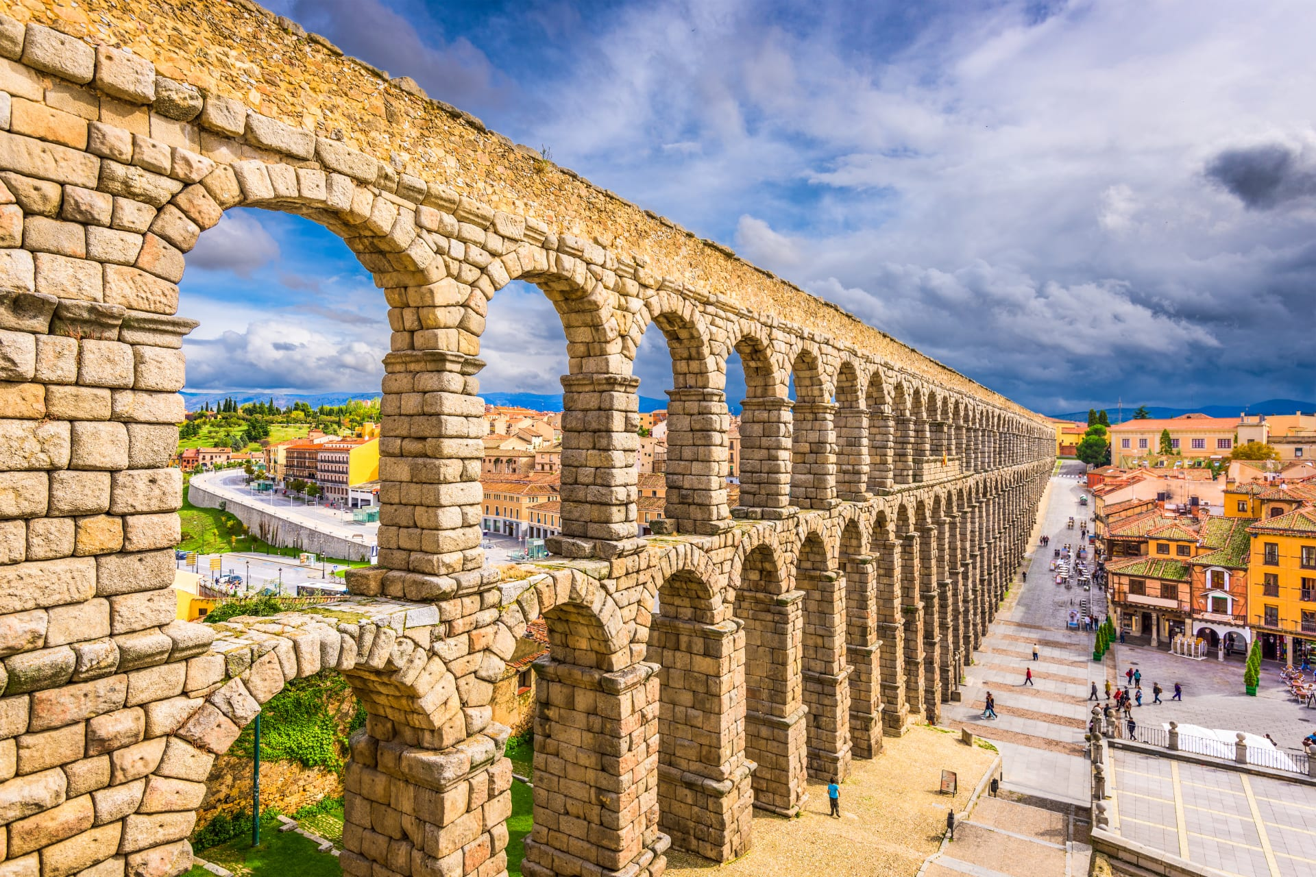Segovia - The Impressive Roman Aqueduct: From the Beginning to the End of the Arcades