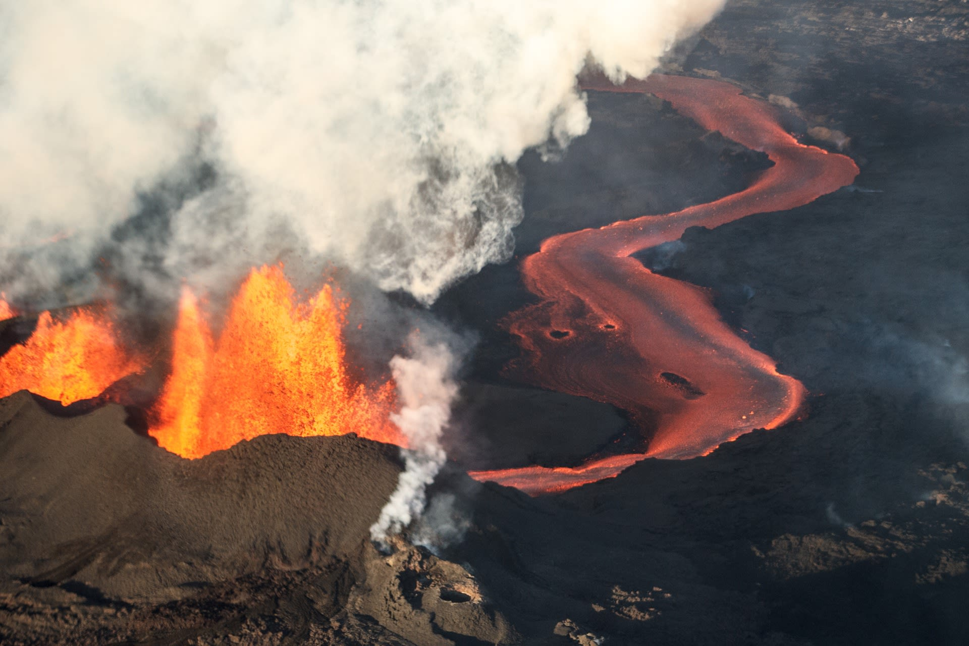 South Iceland - An Icelandic volcanic eruption - in progress!!