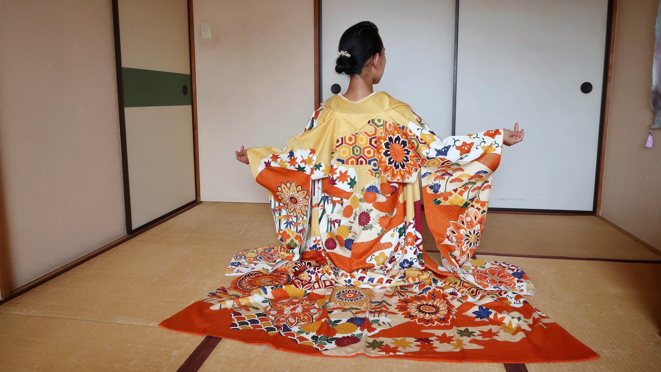 Kanagawa - The World of Kimono - Kimono Fitting