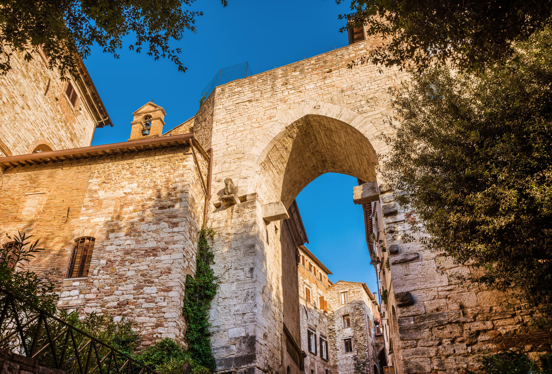 Perugia - Around the Etruscan Walls in 60 minutes