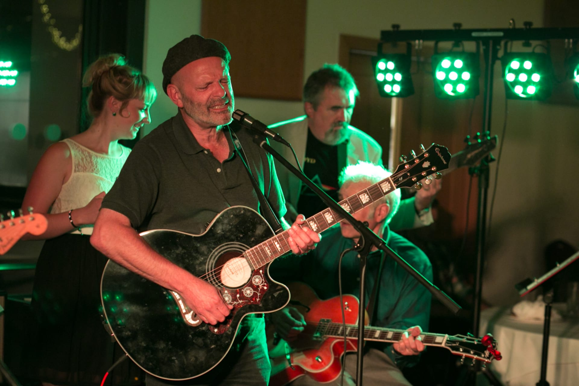 London - Sing Along to Live Music from the 60s and 70s with Paul