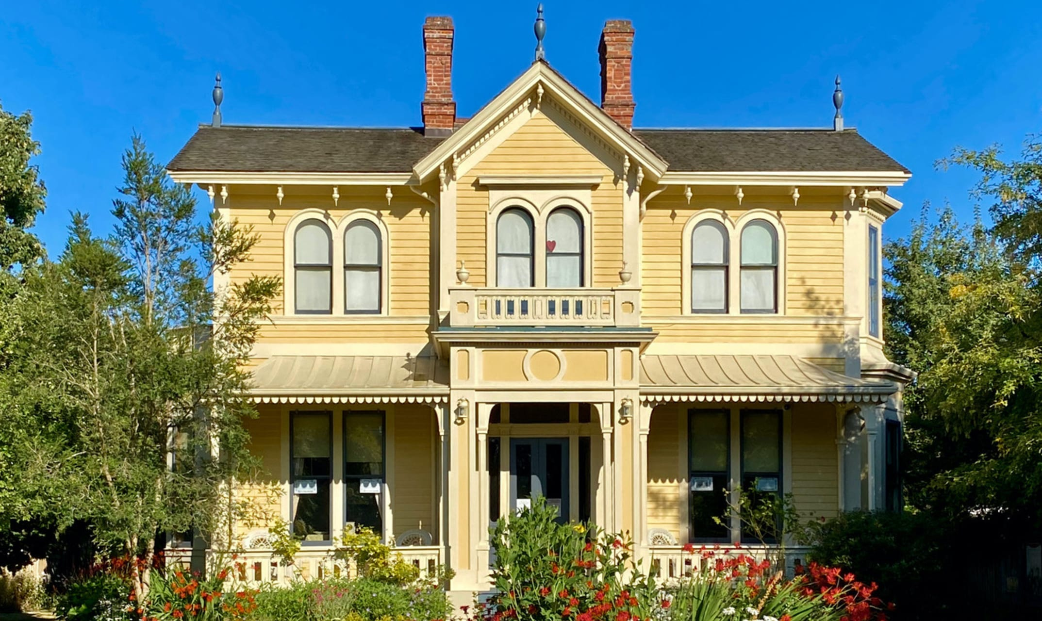 Victoria, BC - Artist Emily Carr's Home and the James Bay Community