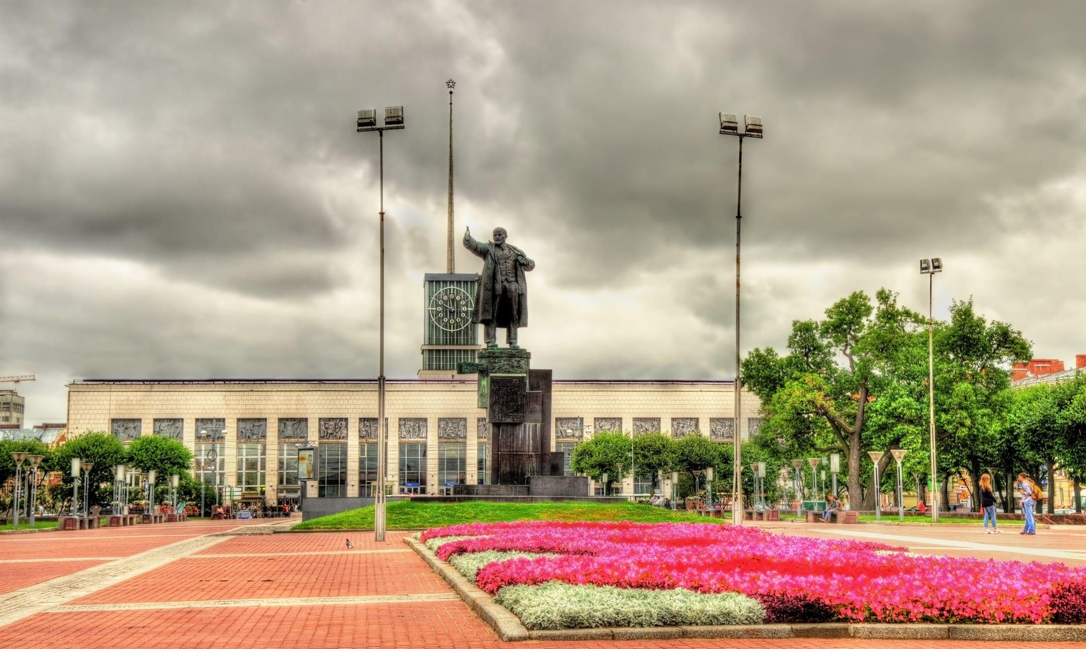 Saint Petersburg - Revolution Series: Finland Railway Station