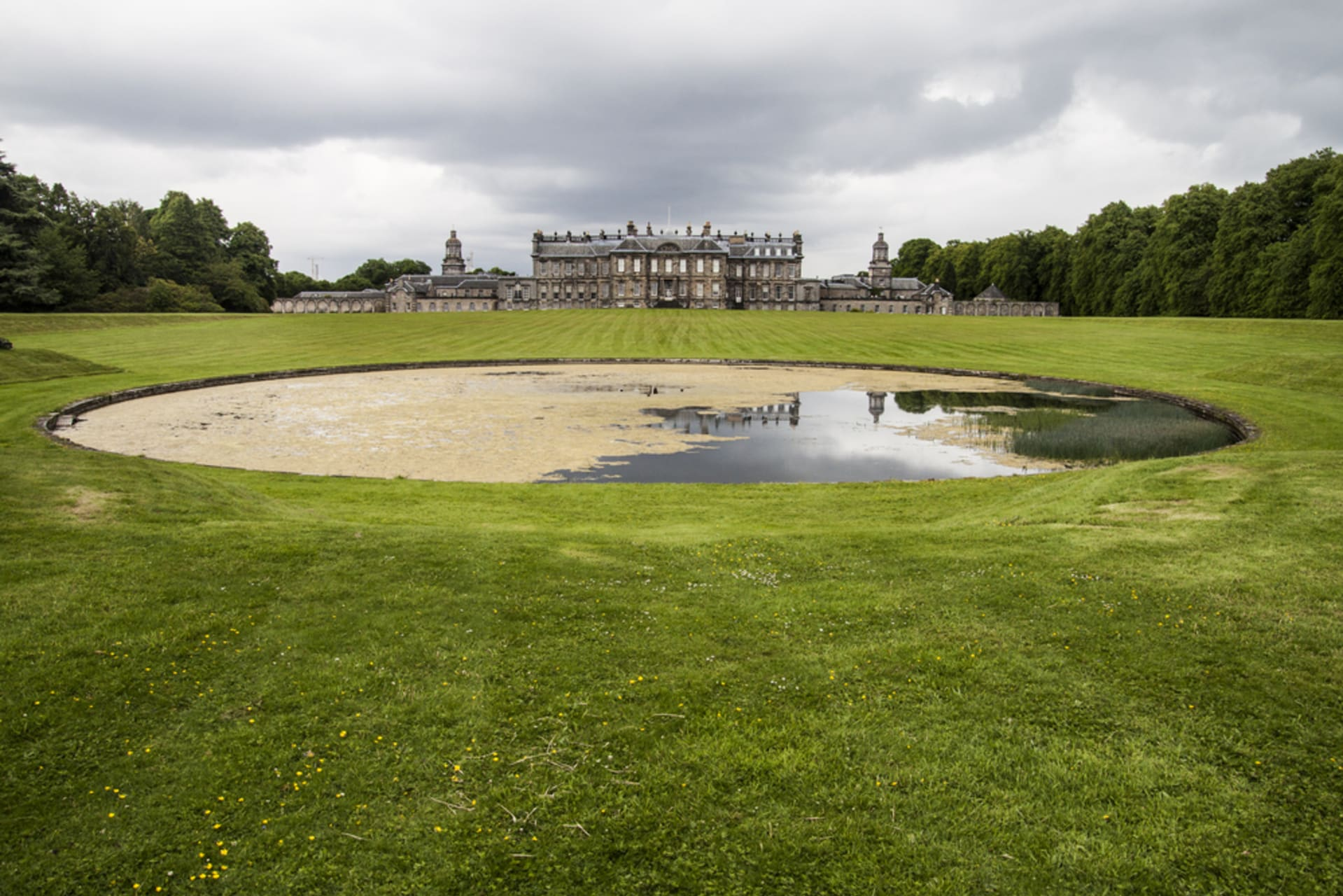 Central Scotland - Visit the grounds of Hopetoun House - Scotland's finest stately home
