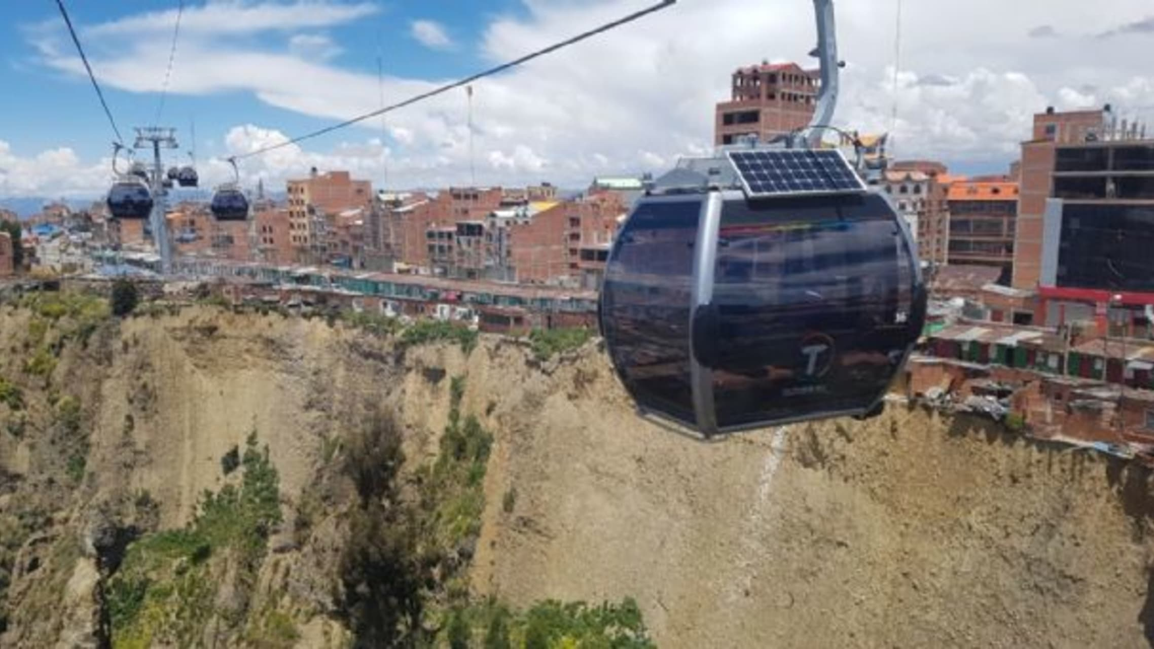 La Paz - Silver and Yellow Cable Car