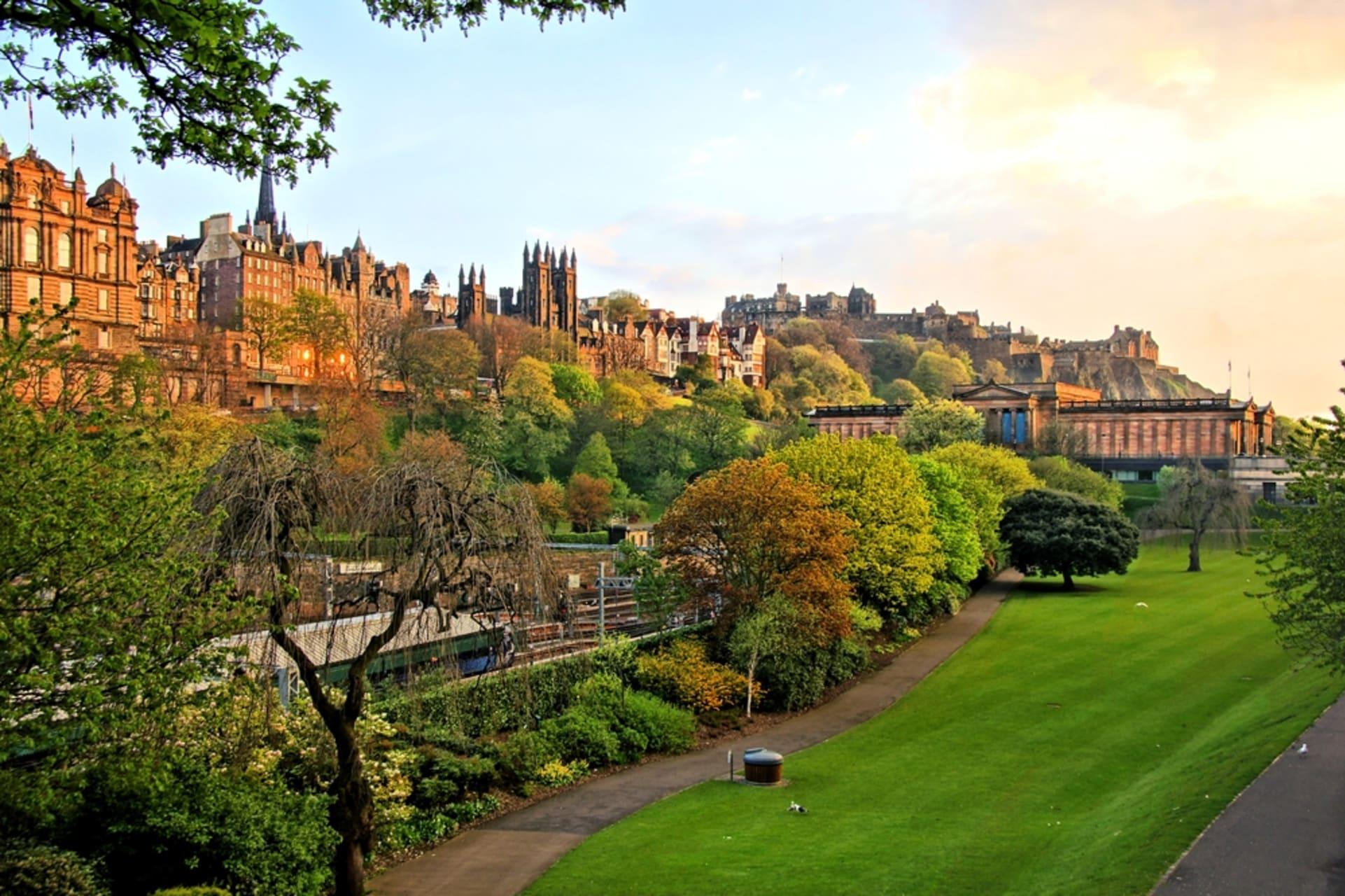 Edinburgh - Princes Street, Castle, Gardens and More