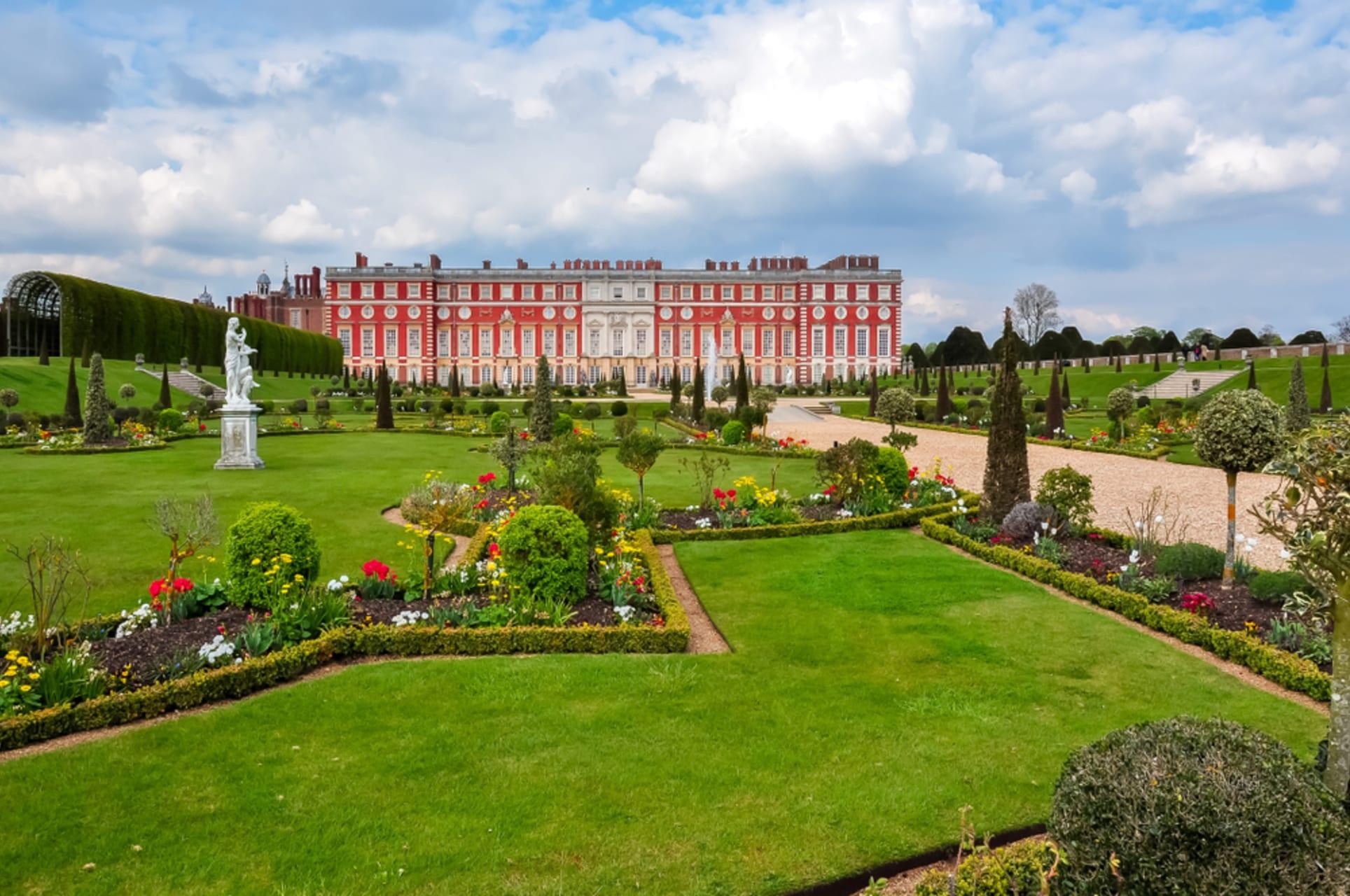 London - A stroll through the gardens of Hampton Court Palace