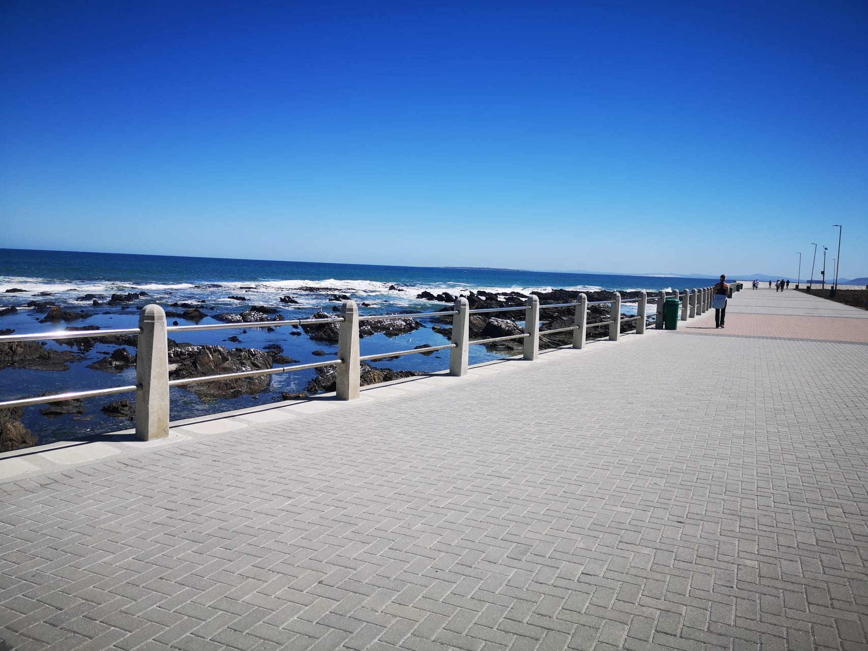 Cape Town - A promenade walk along the ocean and a chat