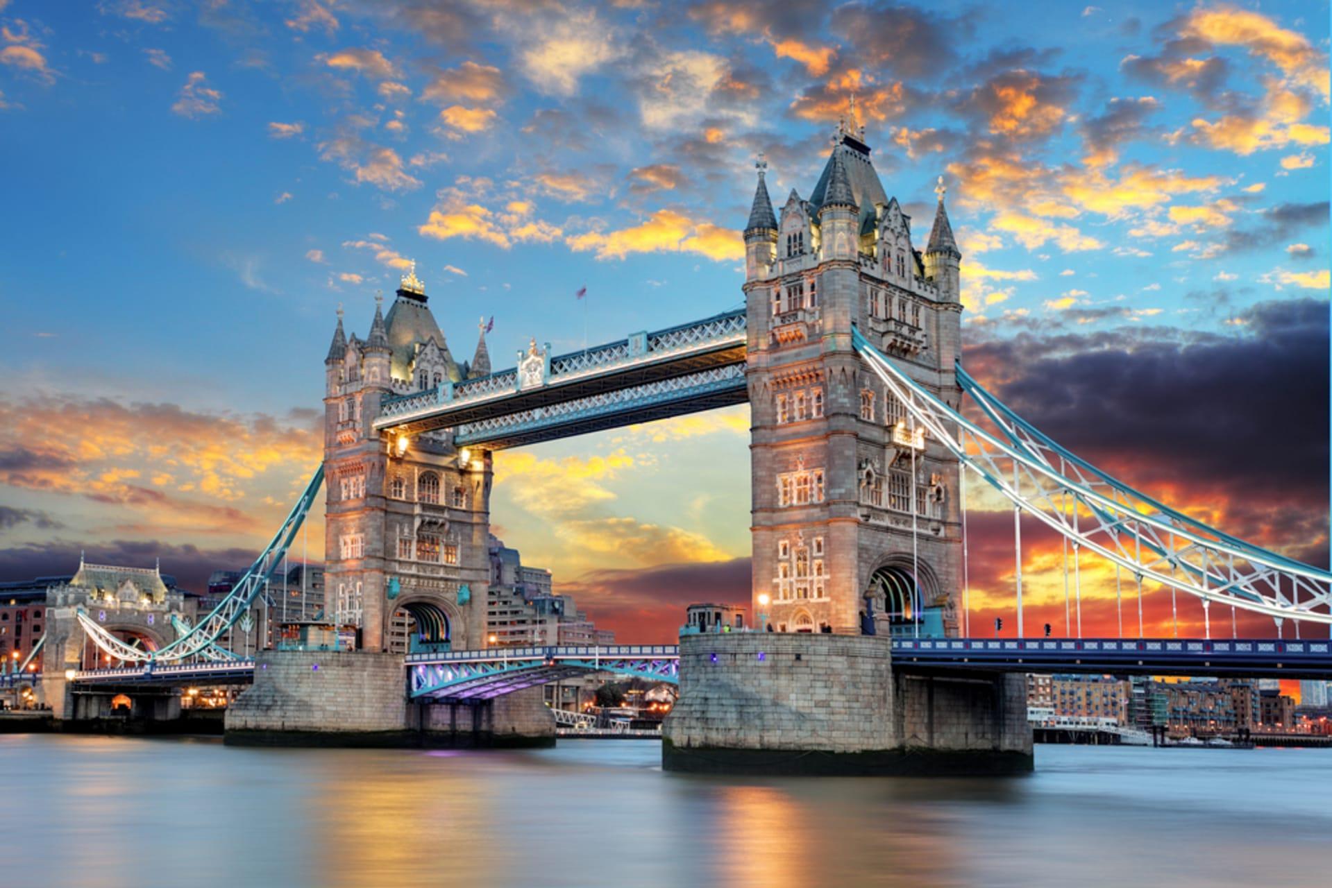 London - Between the Bridges