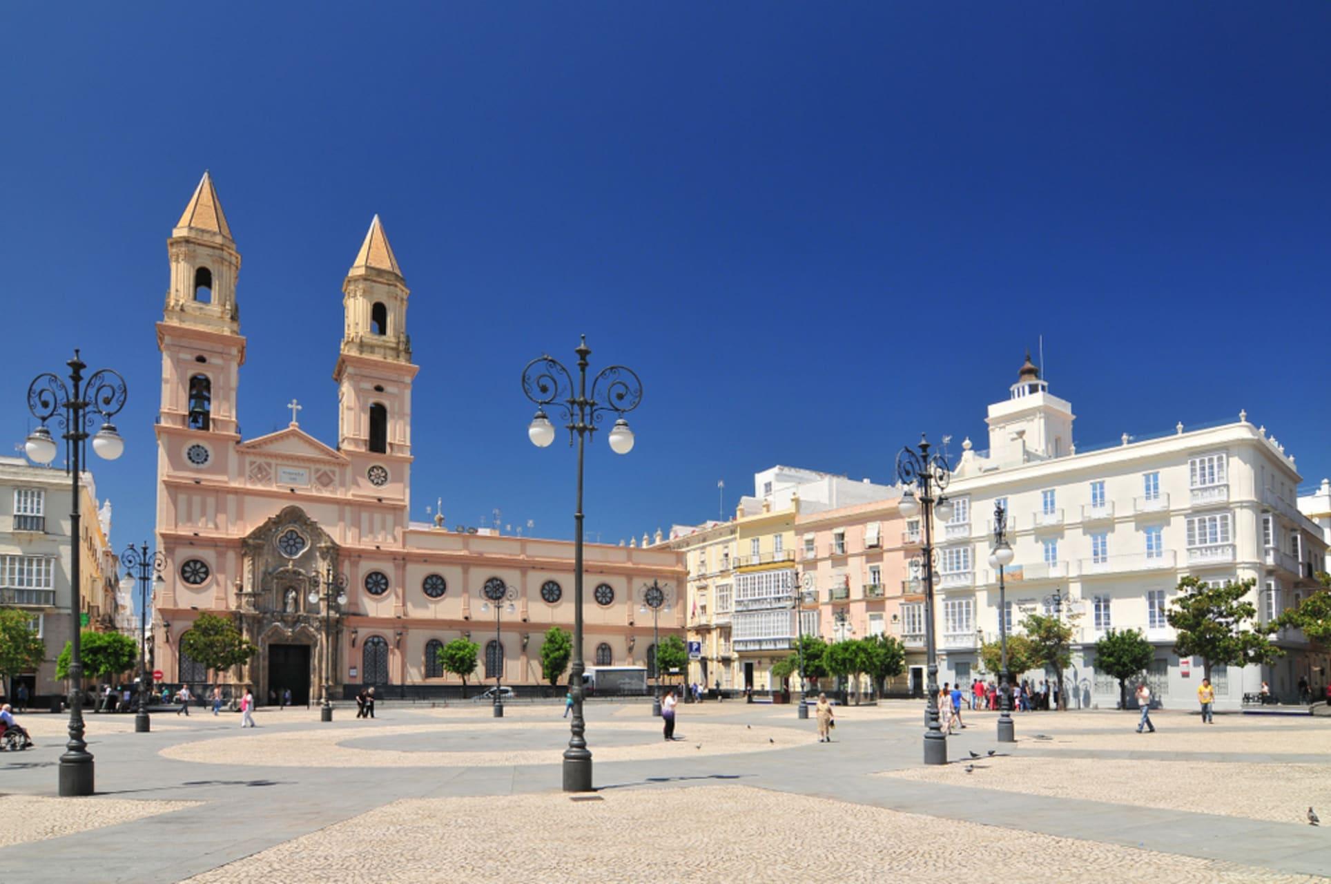 Cádiz - Cadiz, a city very alive.  Squares, Market and tapas