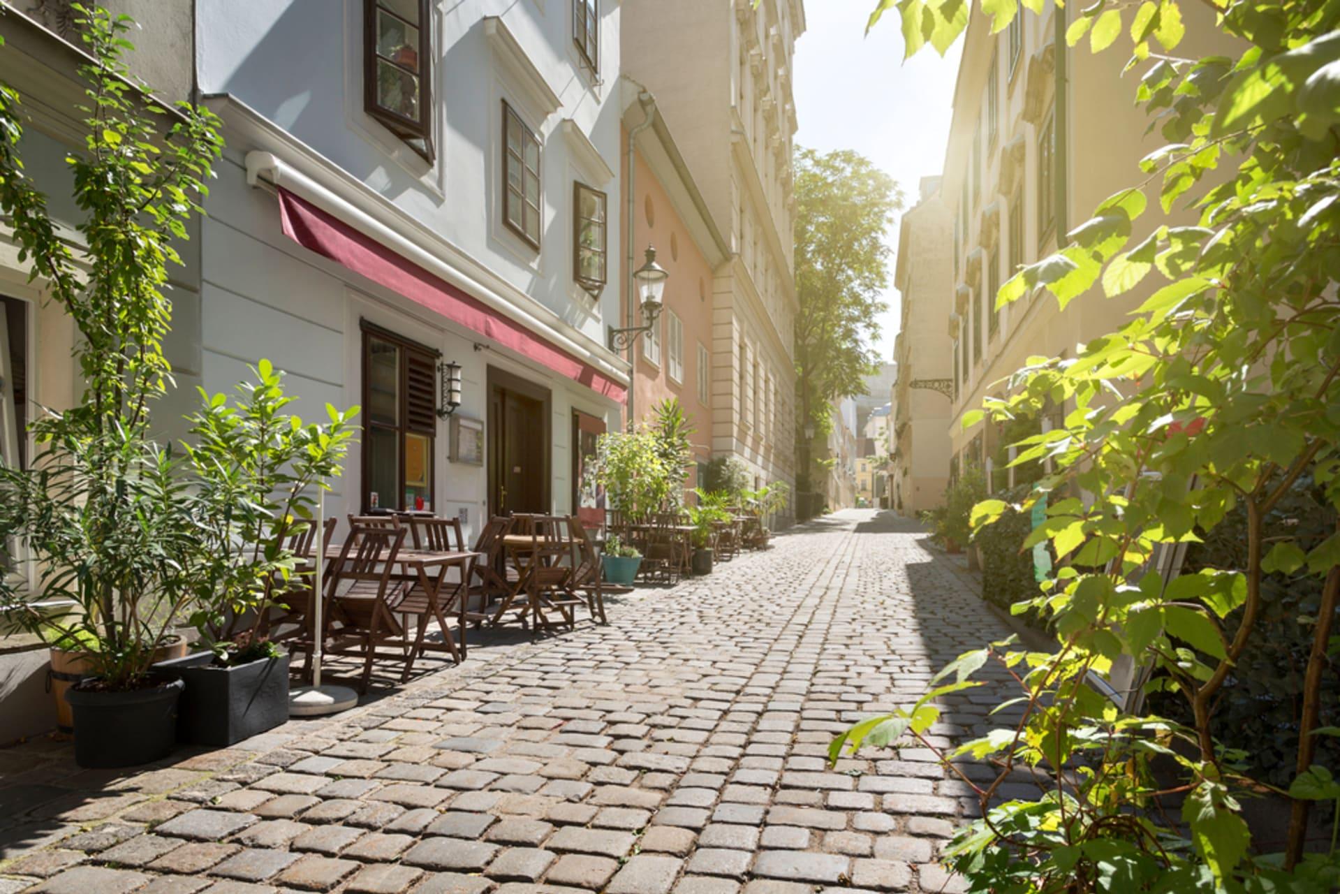 Vienna - Neighborhood walk in Vienna's 7th district: Street-Art, Hipsters, Cobblestones