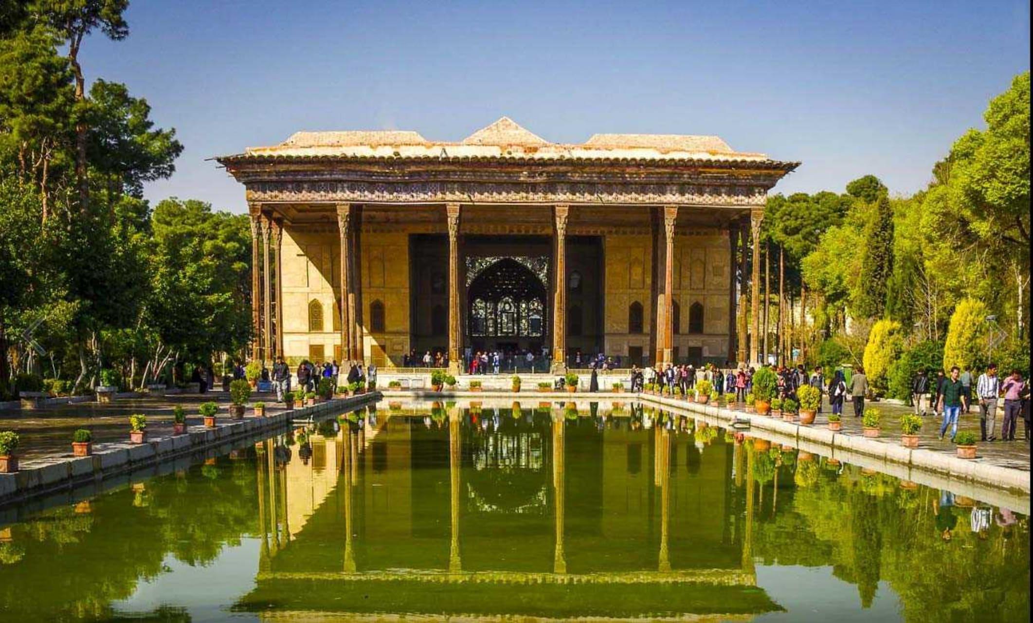 Ispahan - Ispahan: a Nice Royal Garden with a Gorgeous Palace