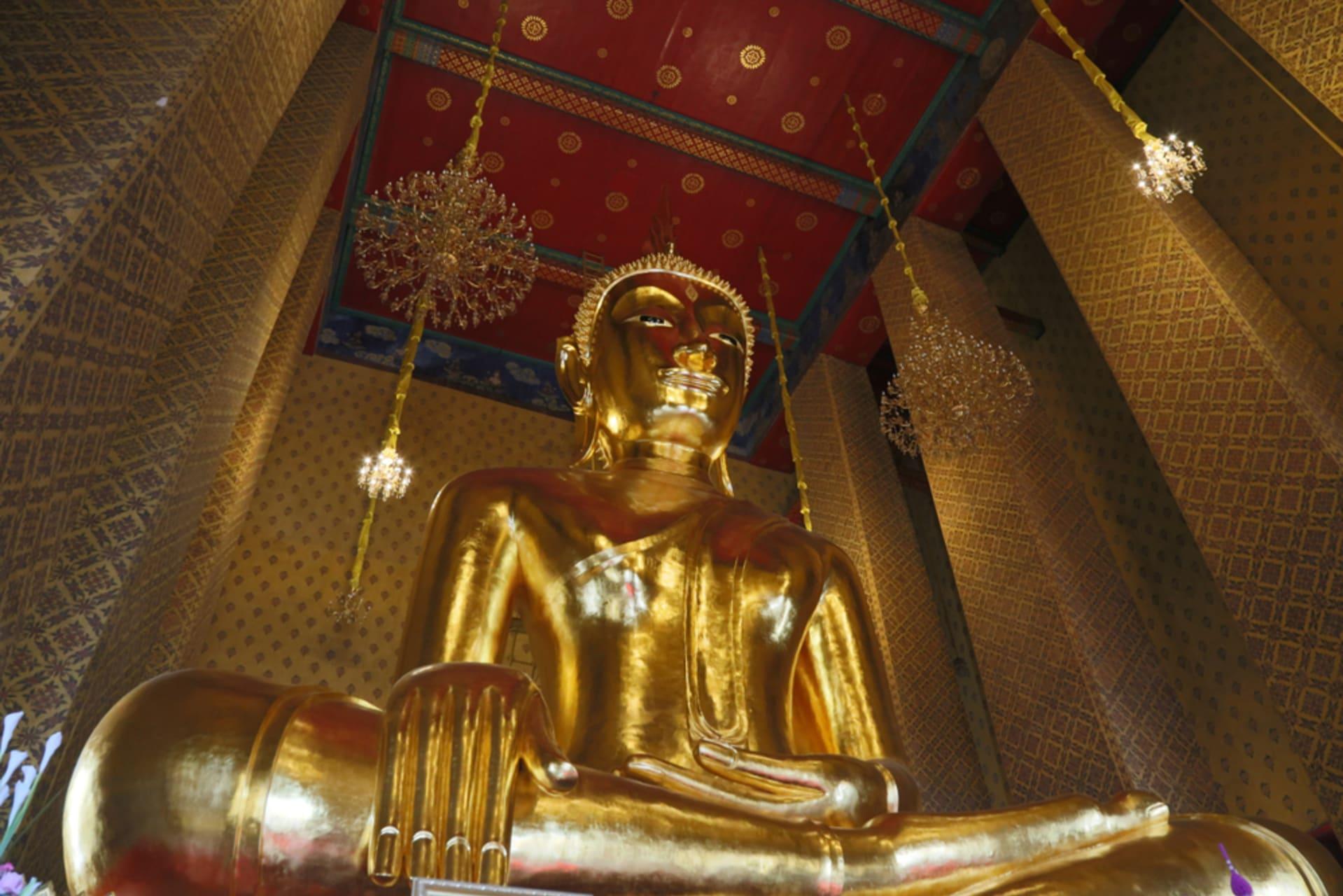 Bangkok - River of the King and Big Buddha inside Wat Kanlaya