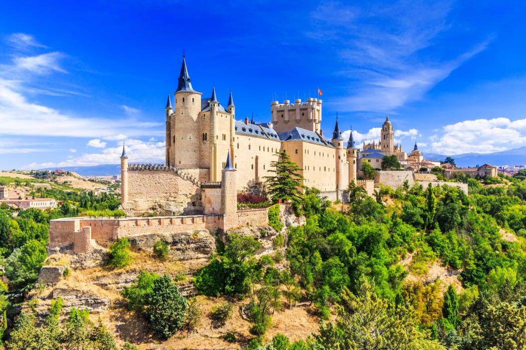 Segovia - Segovia: The Jewish Quarter, the Lady of the Cathedrals and the Unique Castle (Alcázar)