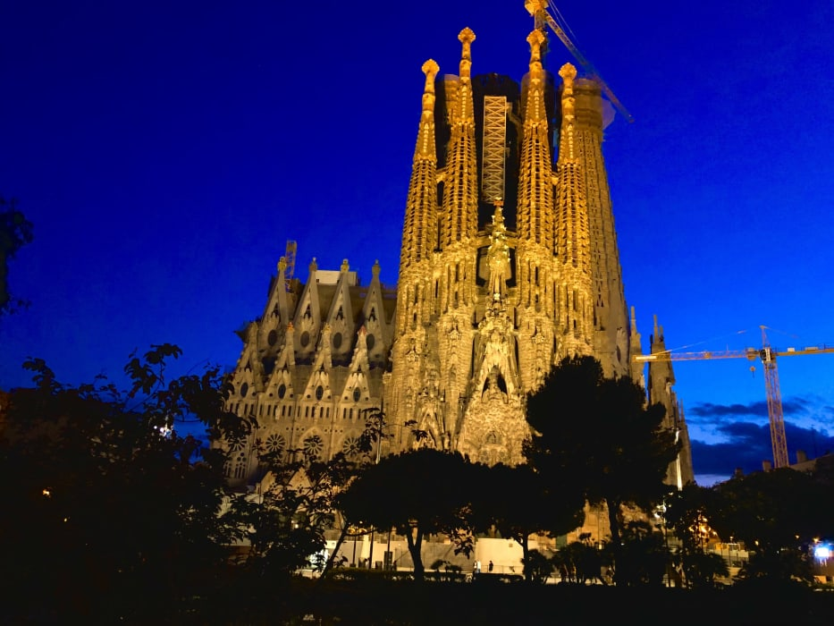 Barcelona - Magic Sagrada by Night: Springtime Special