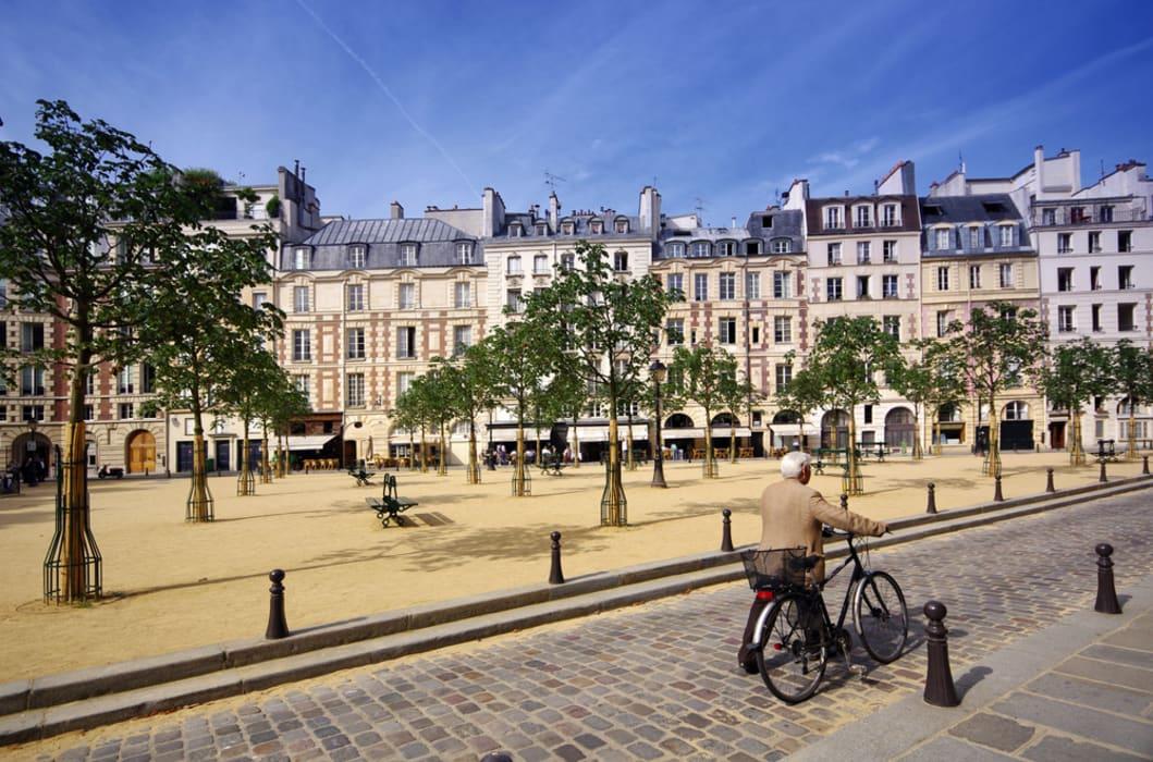 Paris - Place Dauphine, Henri IV & the Knight Templar