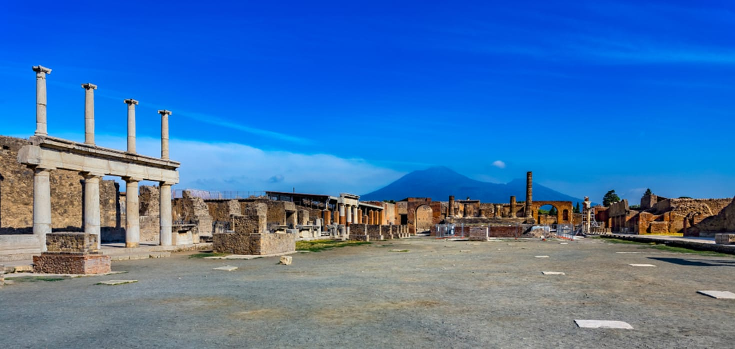 Pompeii and  Herculaneum - Pompeii with an Archaeologist: the City walls and the Roman Main Square