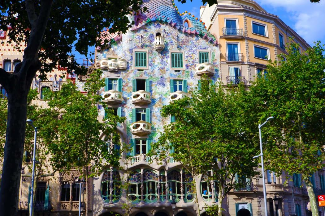 Barcelona - The Amazing Houses of Gaudí: Casa Batlló & Casa Milà / La Pedrera