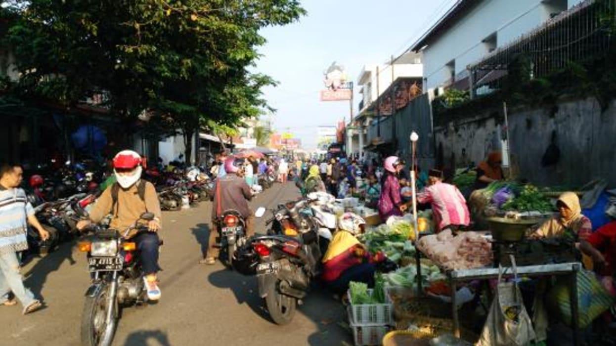 Yogyakarta - Getting Around a Traditional Market in Yogyakarta