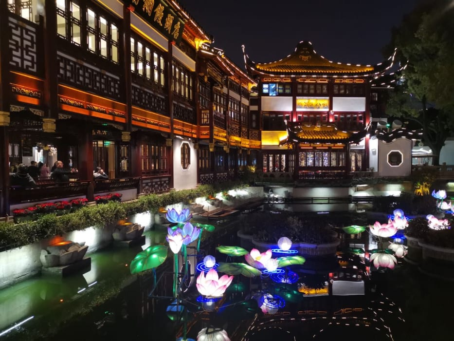 Shanghai - Yuyuan Bazaar: Old Shanghai at Night